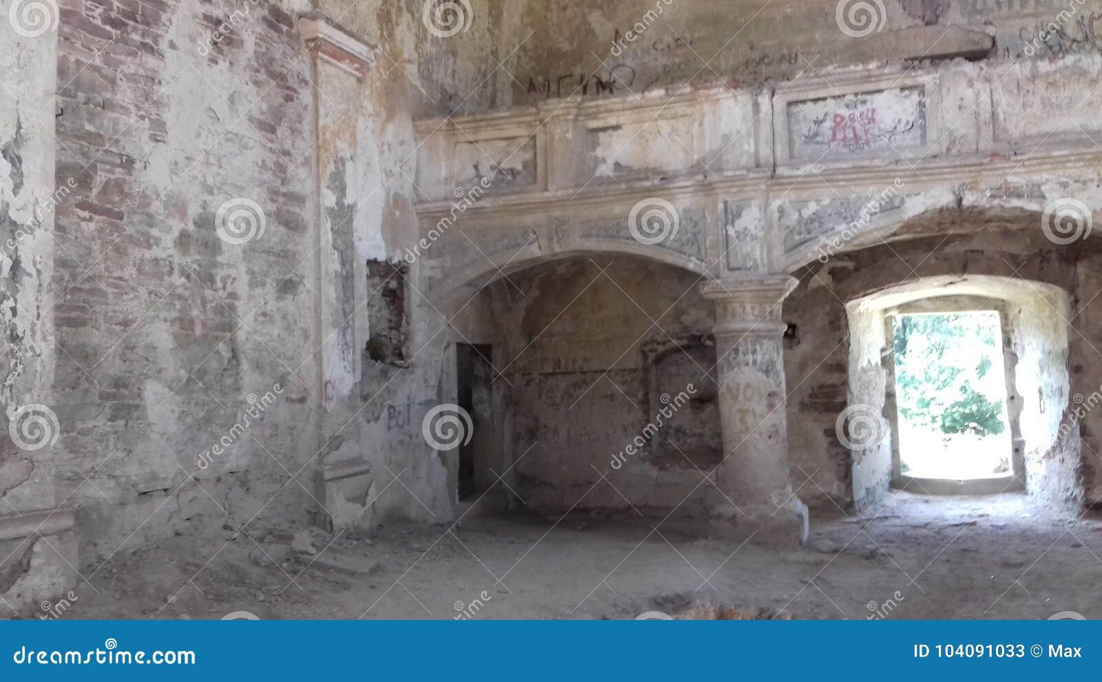Alte ruinierte Kirche