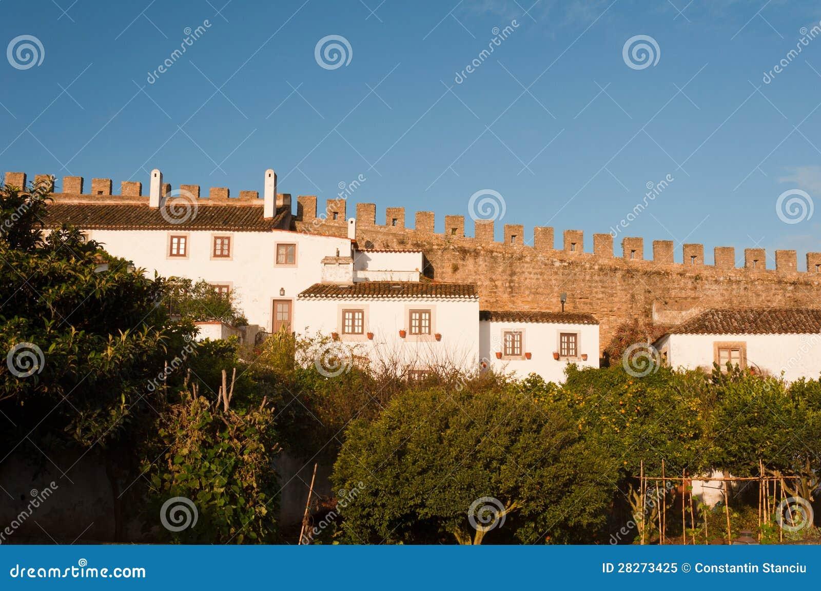 alte sch ne h user in der mittelalterlichen stadt von obidos portugal lizenzfreies stockfoto. Black Bedroom Furniture Sets. Home Design Ideas