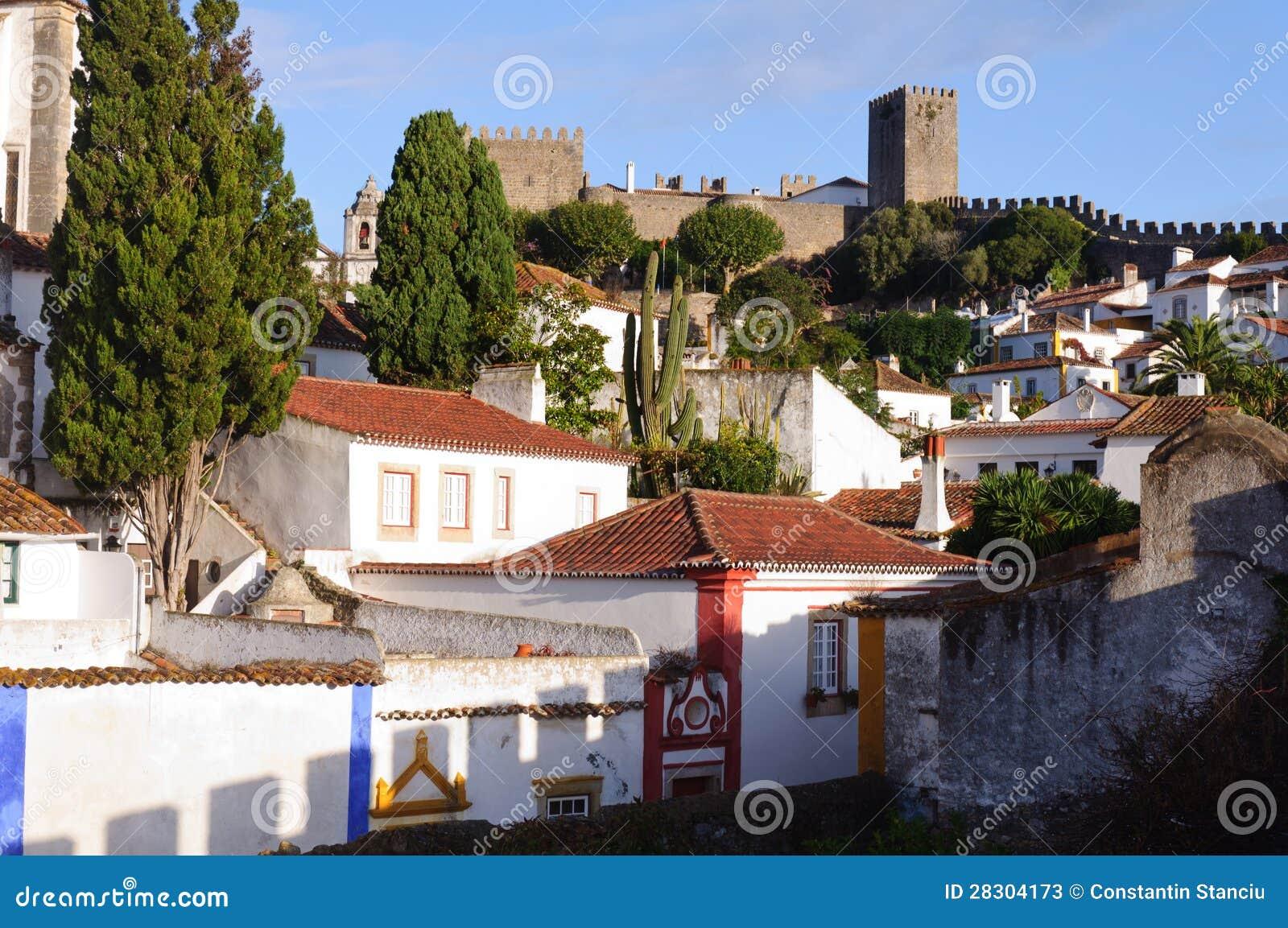 alte sch ne h user in der mittelalterlichen stadt von obidos portugal stockfotos bild 28304173. Black Bedroom Furniture Sets. Home Design Ideas