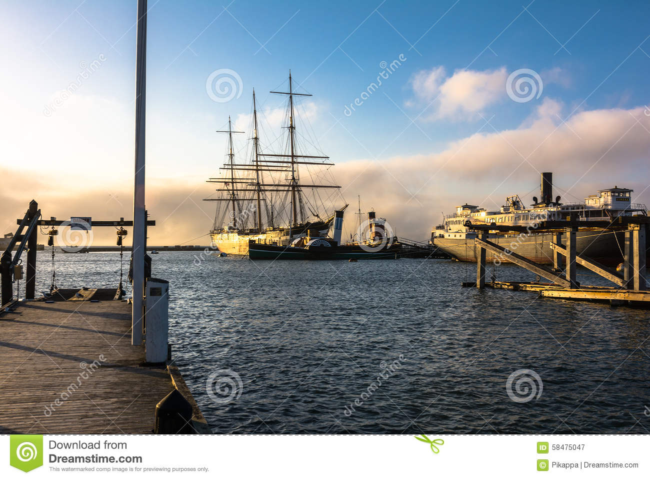 alte schiffe im hafen bei sonnenuntergang san francisco redaktionelles stockfotografie bild. Black Bedroom Furniture Sets. Home Design Ideas