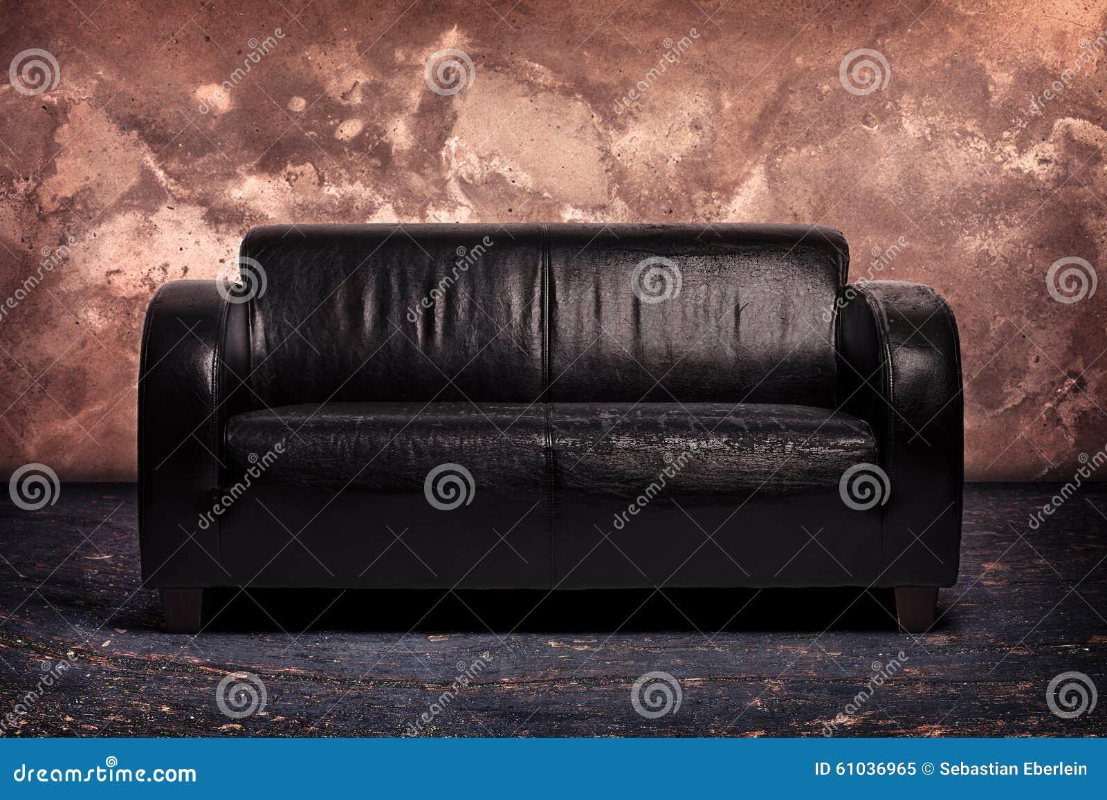 alte schwarze ledercouch stockfoto bild 61036965. Black Bedroom Furniture Sets. Home Design Ideas