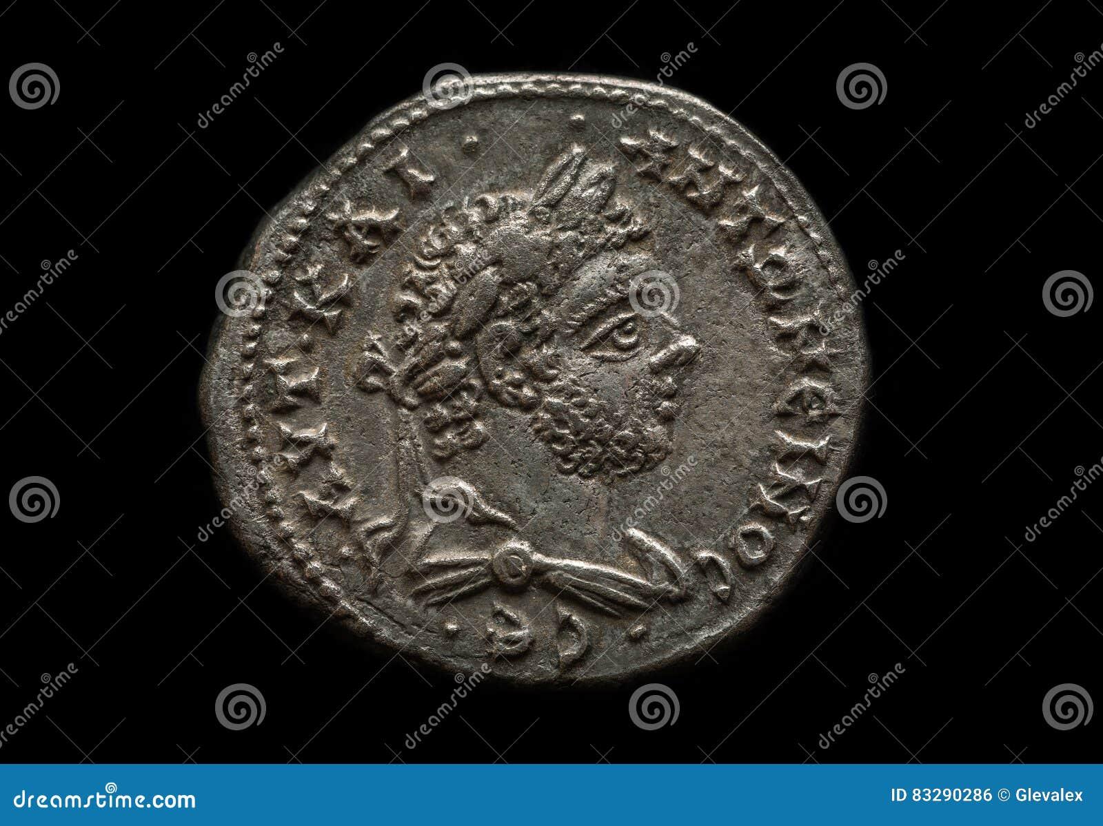 Alte Silberne Römische Münze Mit Porträt Des Kaisers Stockfoto