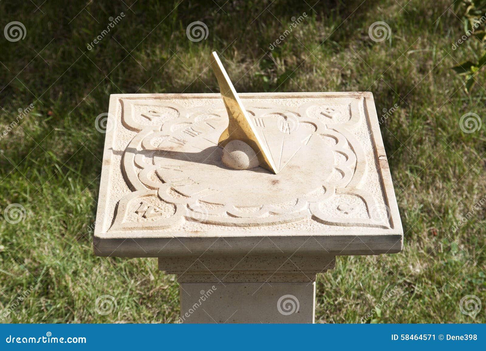 Alte Sonnenuhr Im Garten Stockbild Bild Von Borduhr 58464571
