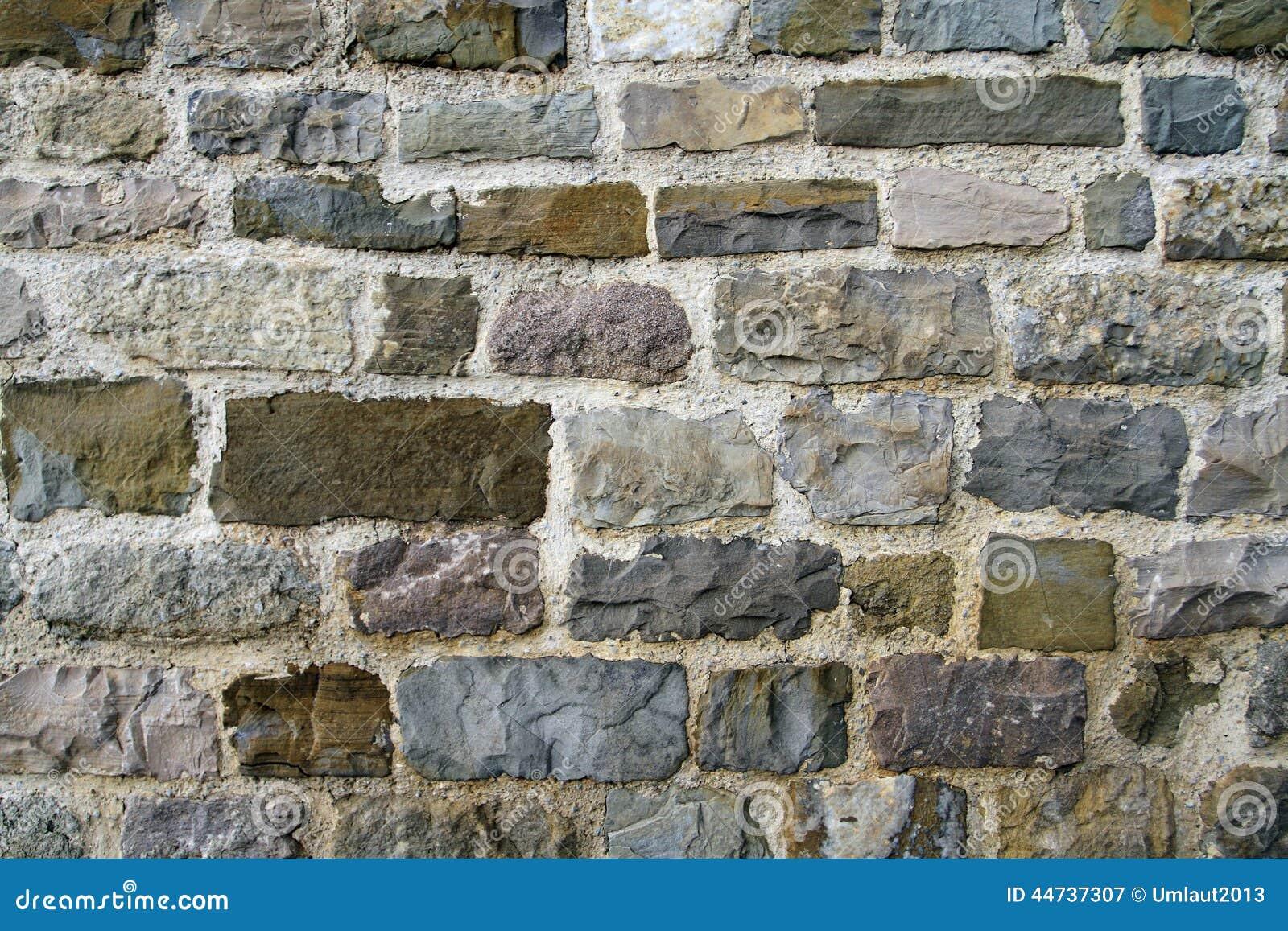 Fußboden Aus Alten Ziegelsteinen ~ Alte stadtmauer von farbigen ziegelsteinen stockbild bild von