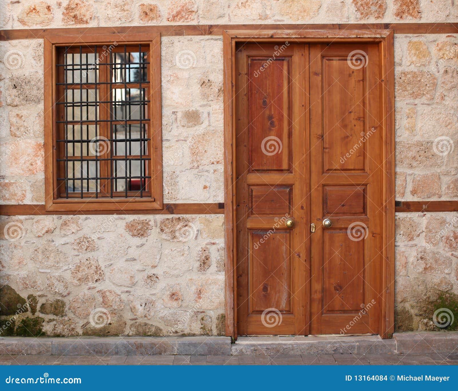 Alte Tür und Fenster