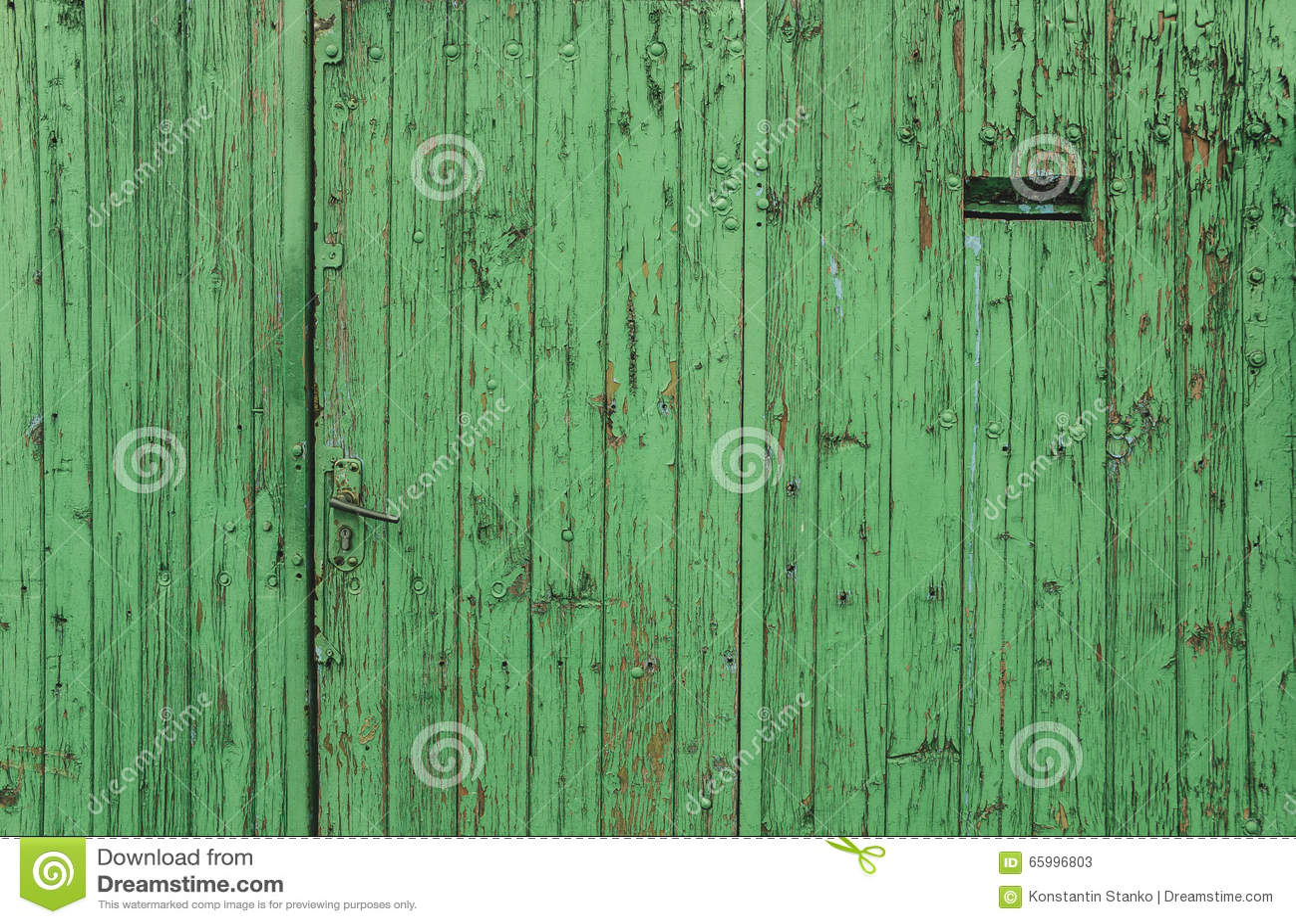 alte tür verkleidet als grüner zaun stockbild - bild von auszug