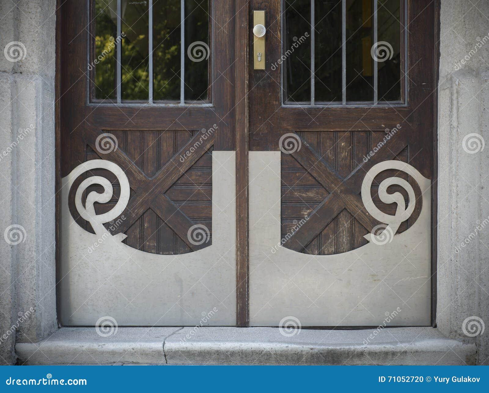 Alte Turen Griffe Verschlusse Gitter Und Fenster