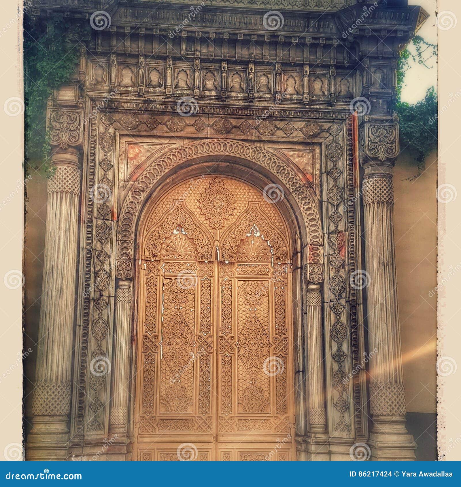 Alte türen  Alte Türen Istanbul-Nostalgie Stockfoto - Bild: 86217424