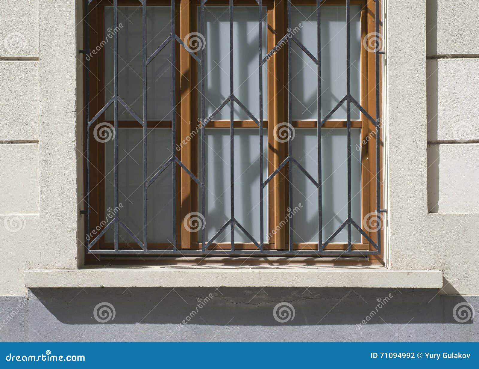 Alte Türen Und Griffe Und Verschlüsse Und Gitter Und Fenster
