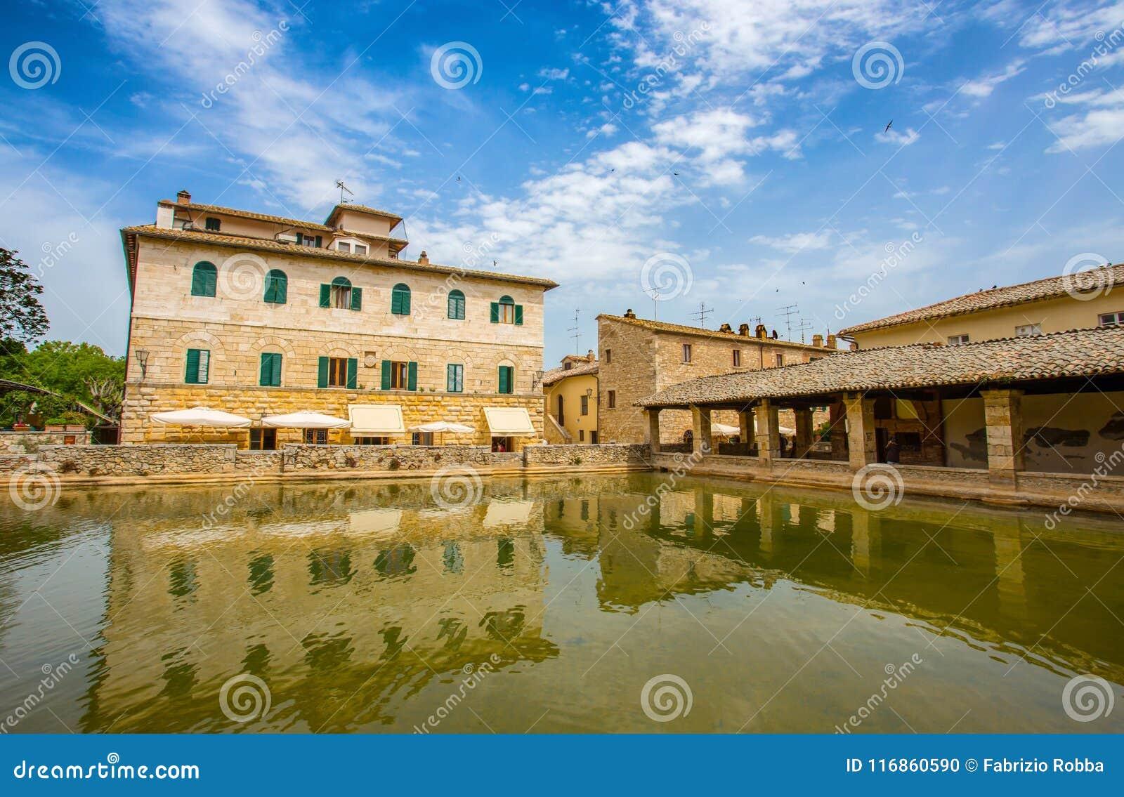 Alte thermische Bäder im mittelalterlichen Dorf Bagno Vignoni, Siena-Provinz, Toskana, Italien