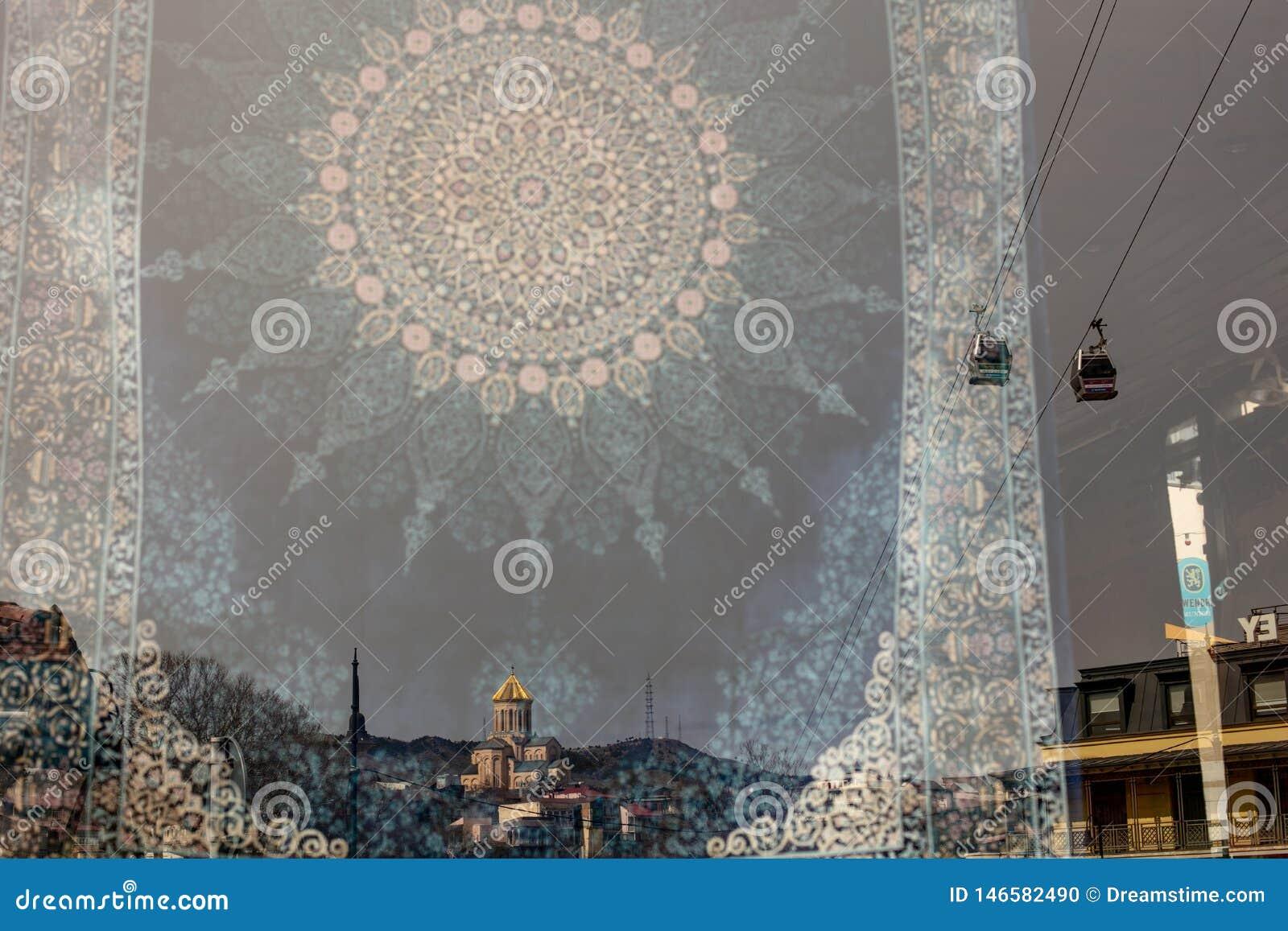 Alte Tiflis-Stadtansicht in die Reflexion