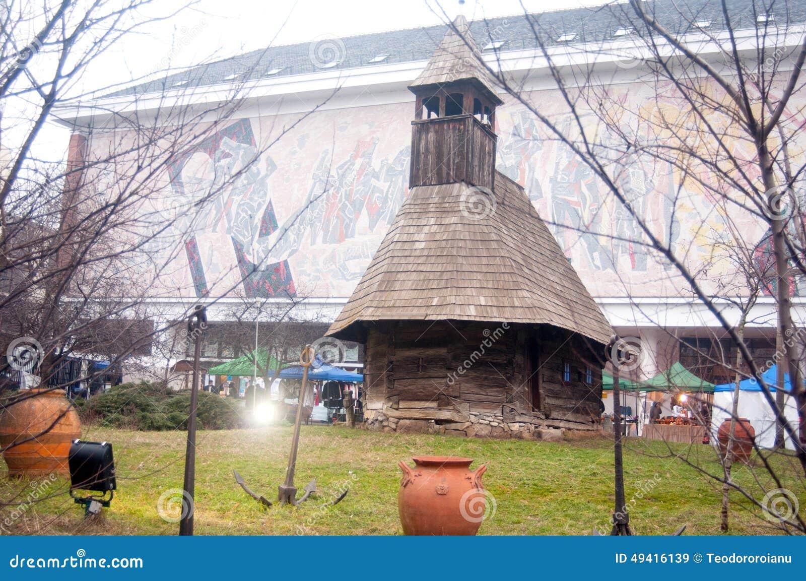 Download Alte traditionelle Kirche redaktionelles stockbild. Bild von statue - 49416139