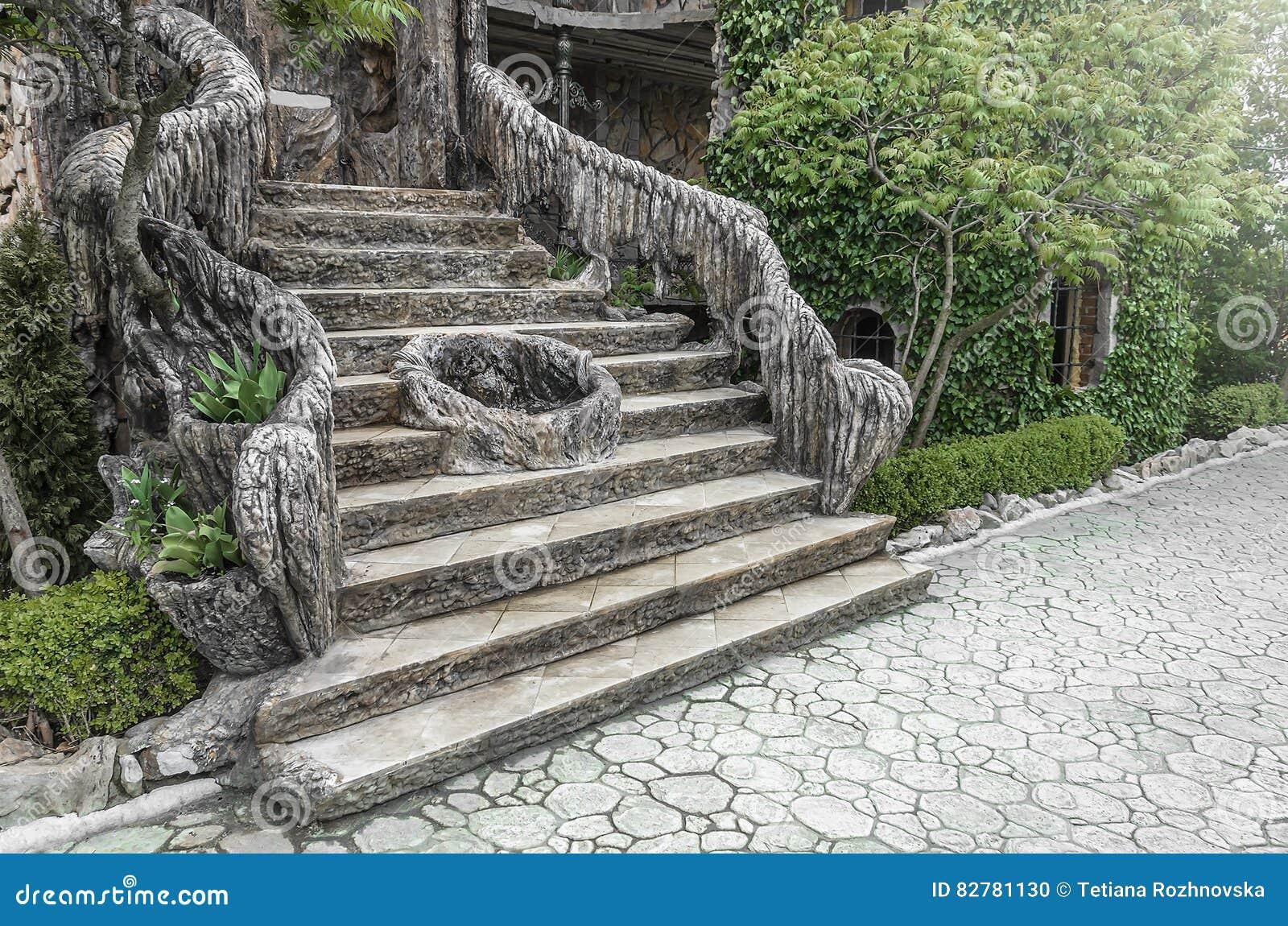 alte treppe im garten stockfoto. bild von stein, nave - 82781130