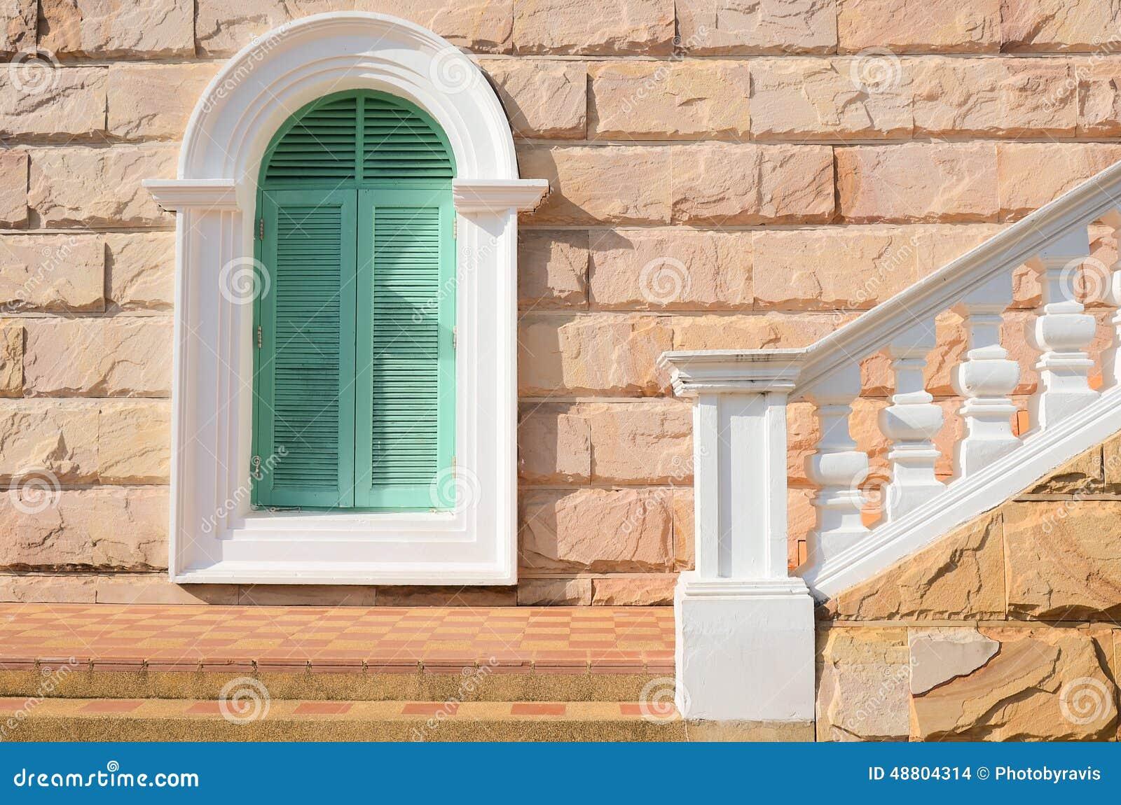 alte treppe und fenster stockfoto bild von geb ude frankreich 48804314. Black Bedroom Furniture Sets. Home Design Ideas