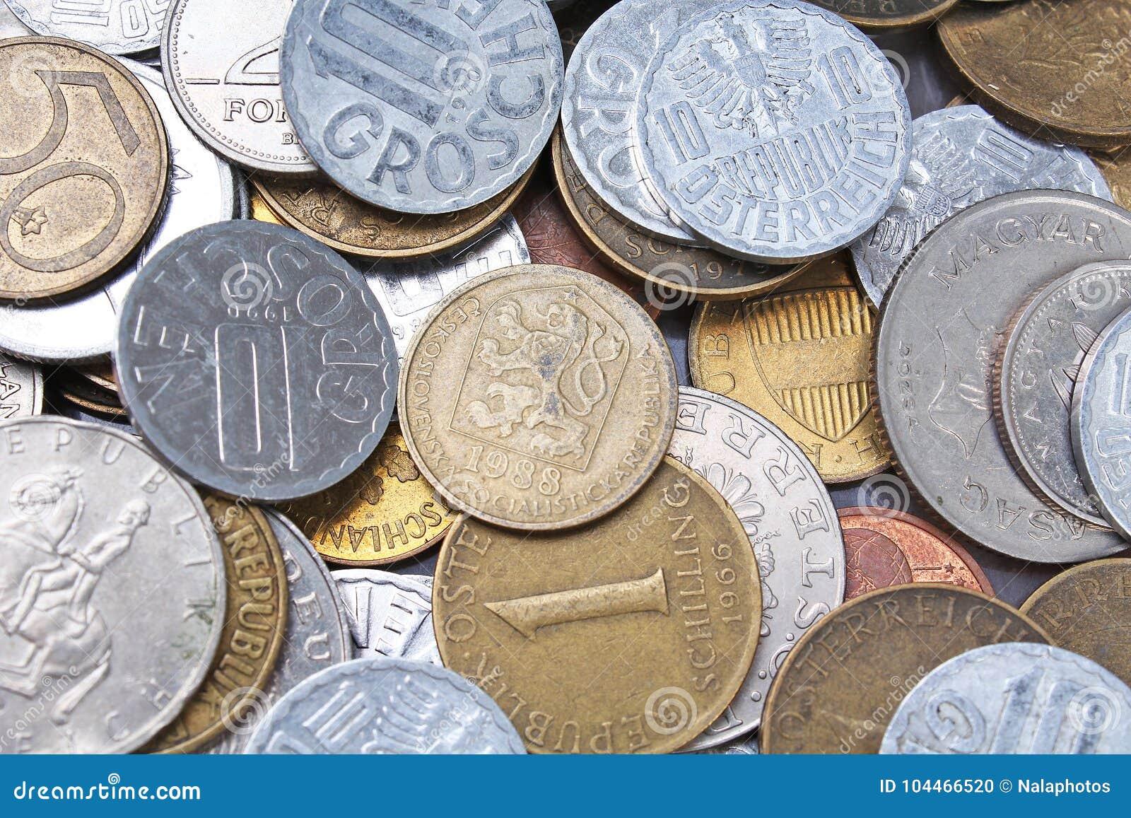 Alte ungültige Münzen von Europa Geschichte prägt Beschaffenheitsmuster Geld-Münzenhintergrund Füller Schillings-Groschen-Pfennig