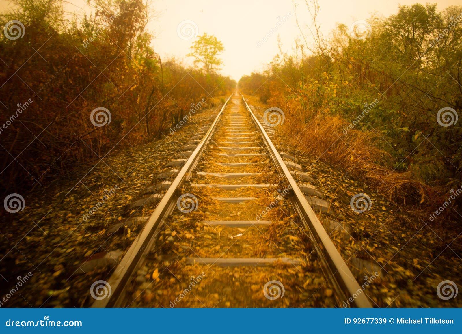 Alte verlassene Eisenbahn-Bahngleise
