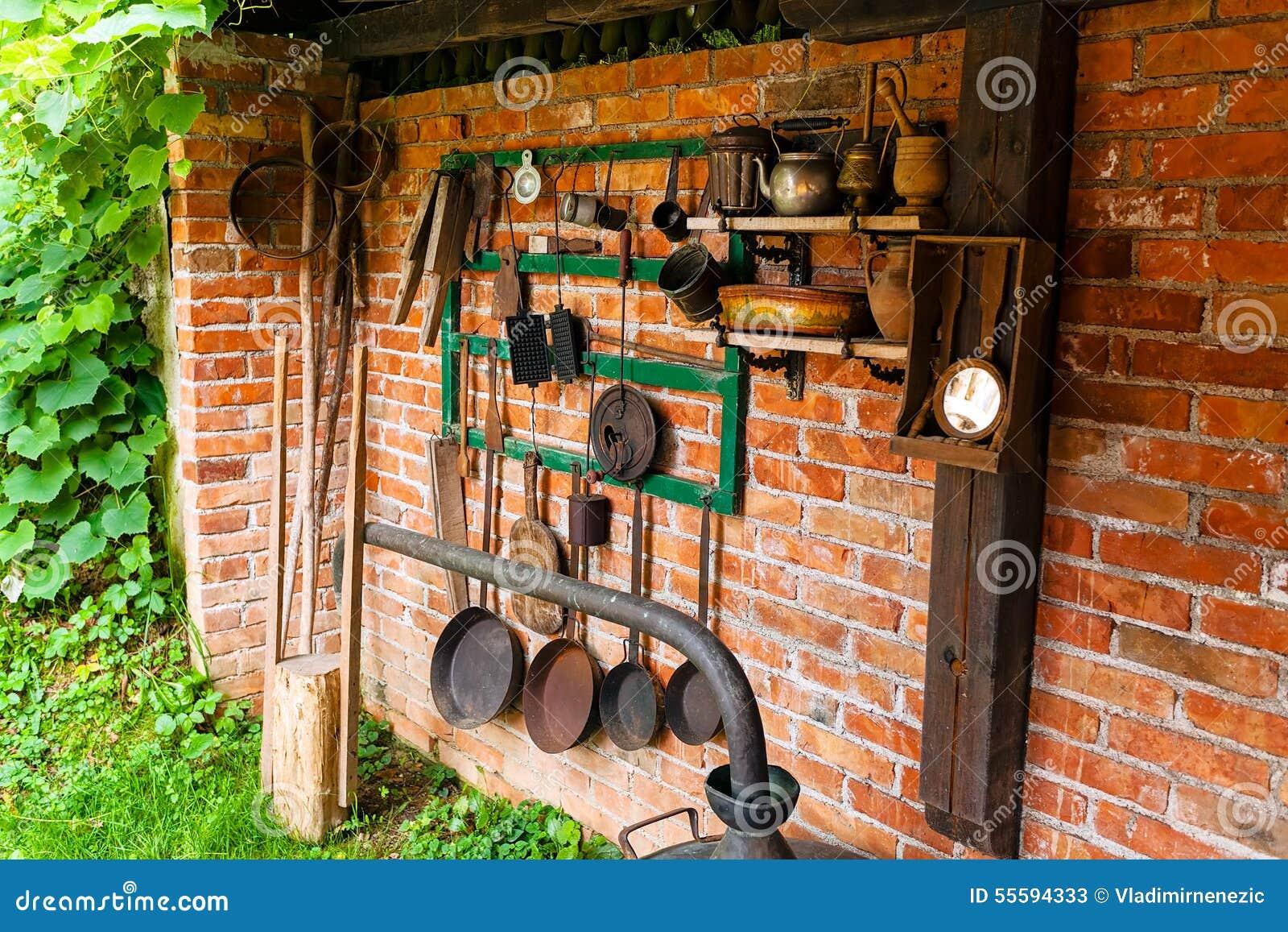 Alte Werkzeuge Und Küchengeräte Stockbild - Bild von grün, haupt ...