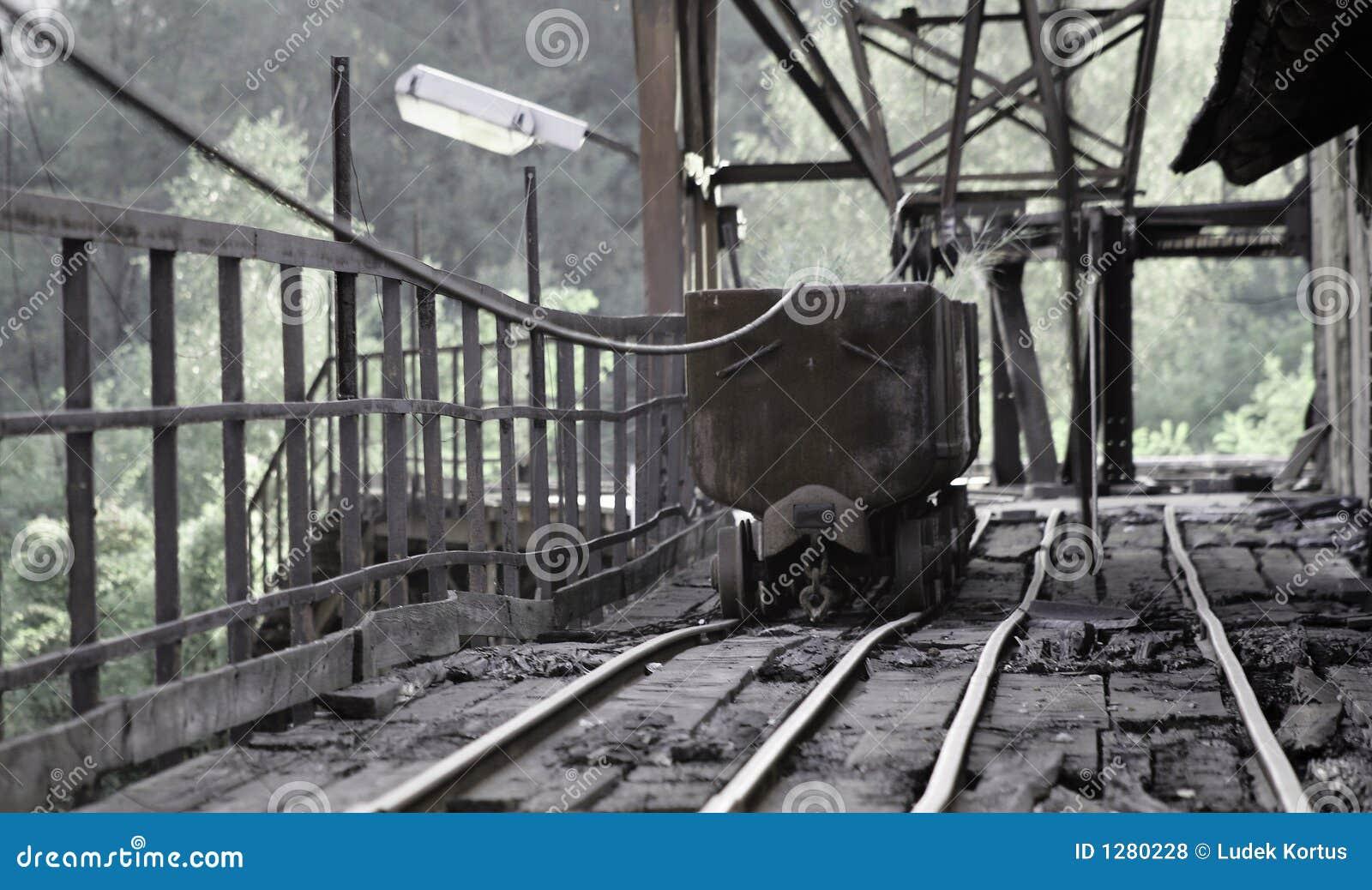 Alter Bergbaulastwagen mit Lampe