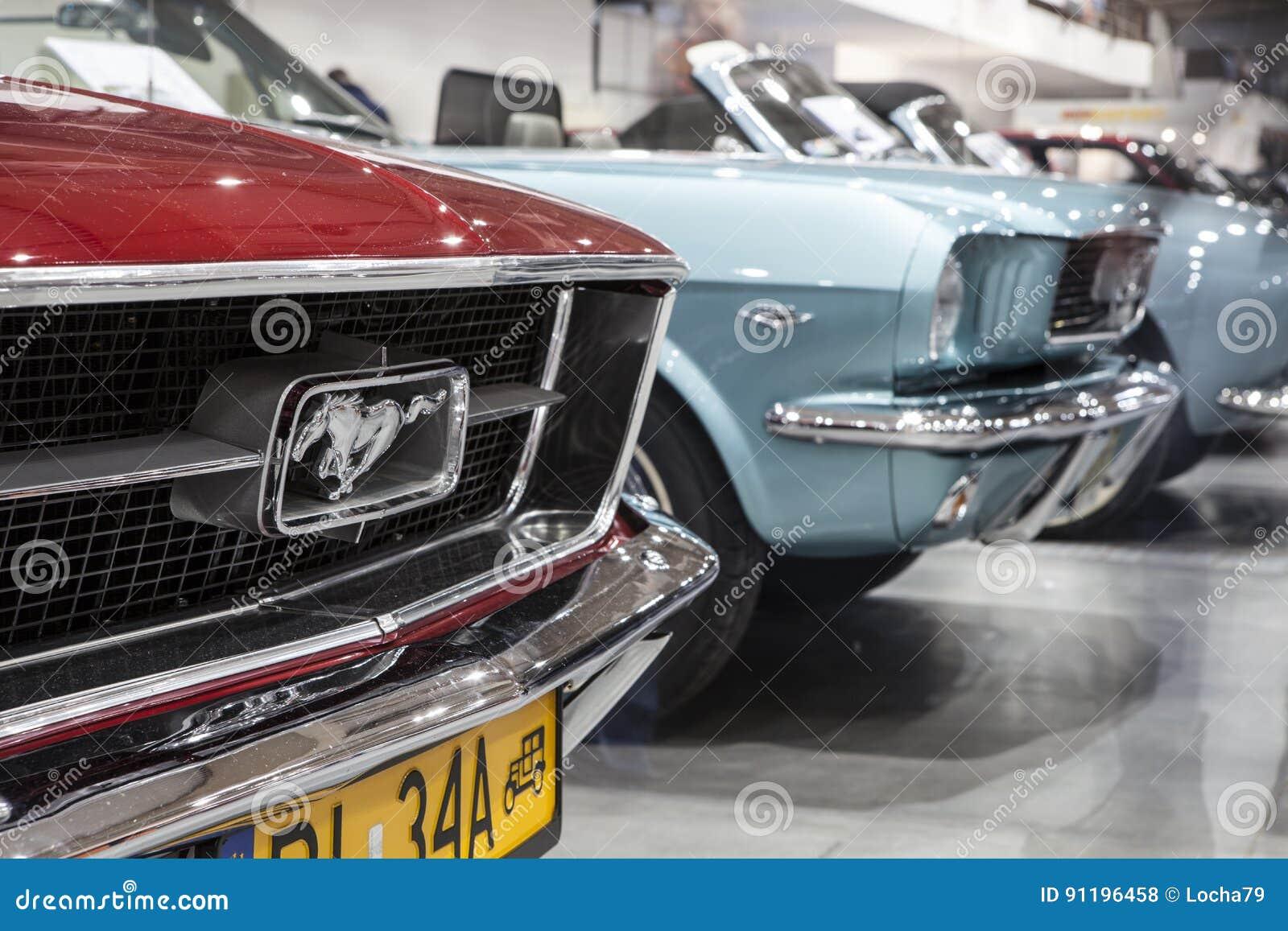 Alter Ford Mustang auf statischer Anzeige an der internationalen Messe in Posen