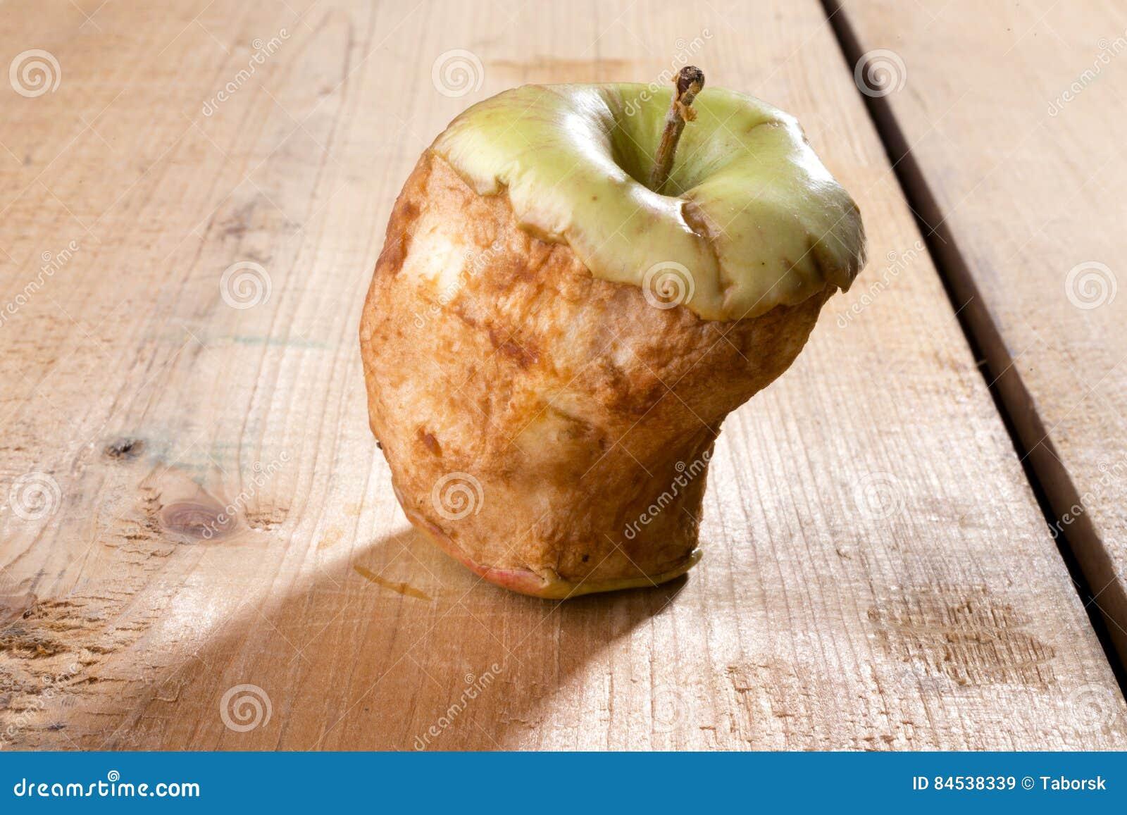 Alter gebissener Apfel