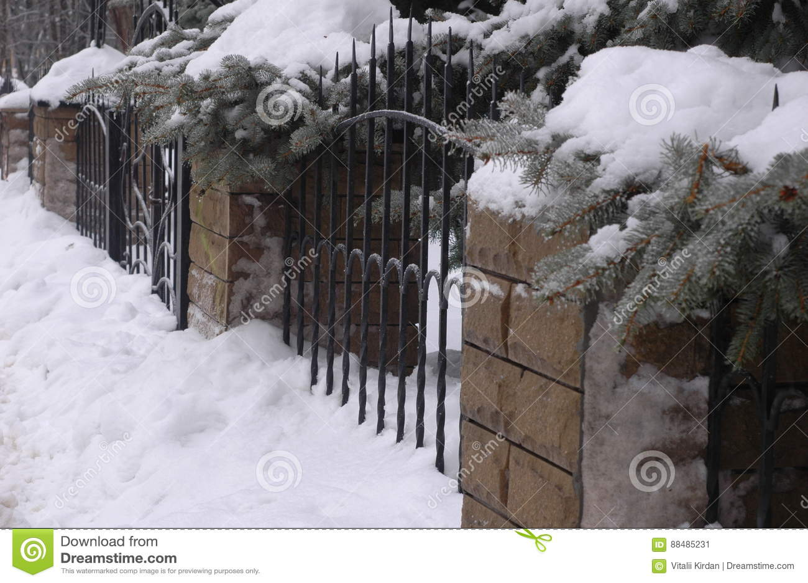 Alter Geschmiedeter Zaun Hergestellt Vom Metall Und Vom Stein Im