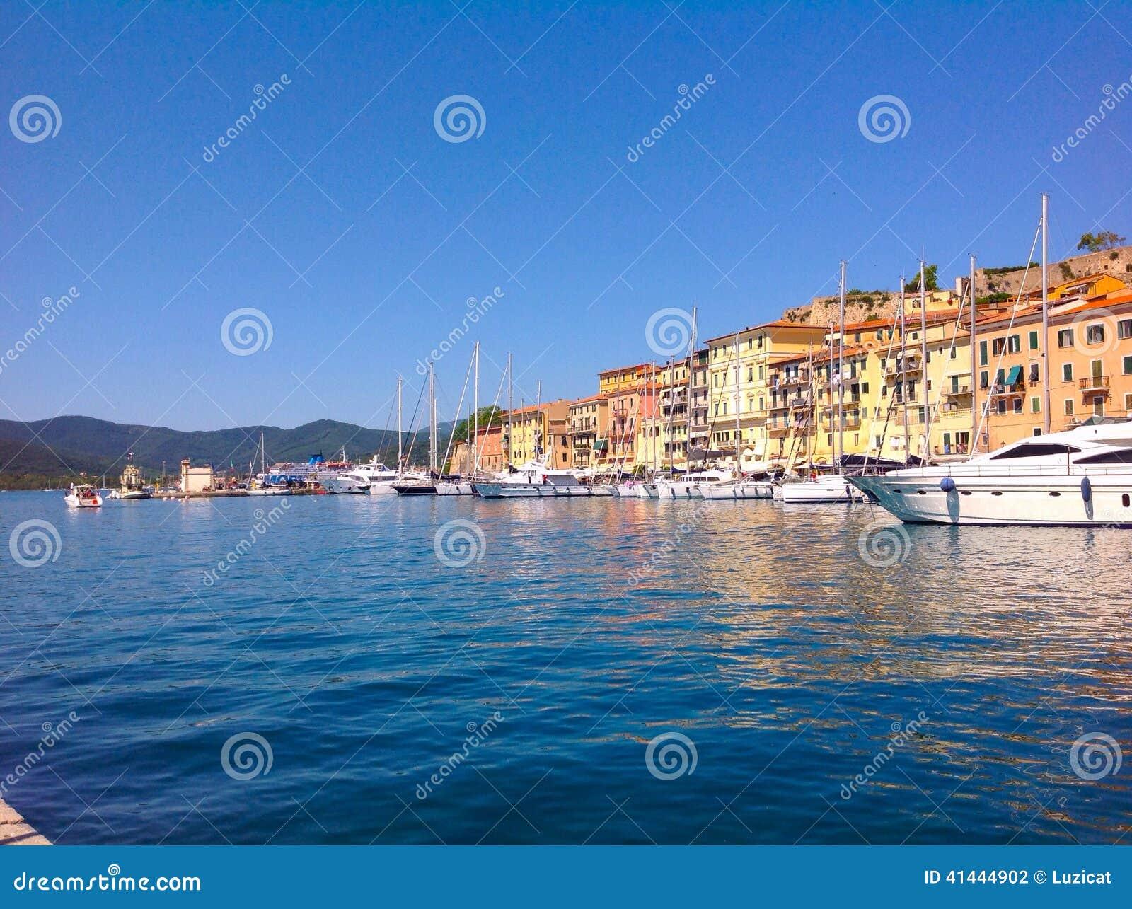 Alter Hafen in Portoferraio, Italien