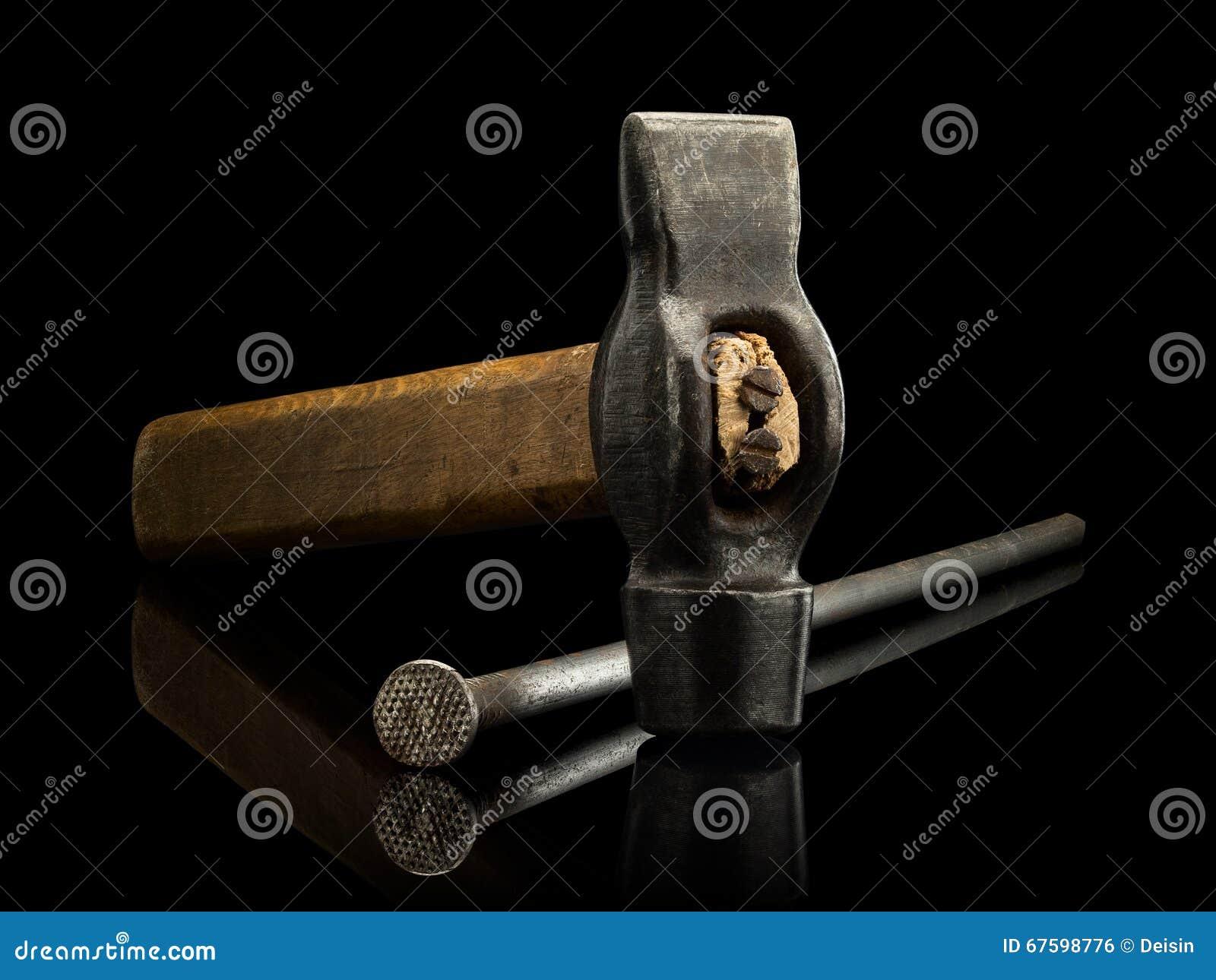Alter Hammer Und Der Große Rostige Nagel Stockfoto - Bild von themen ...