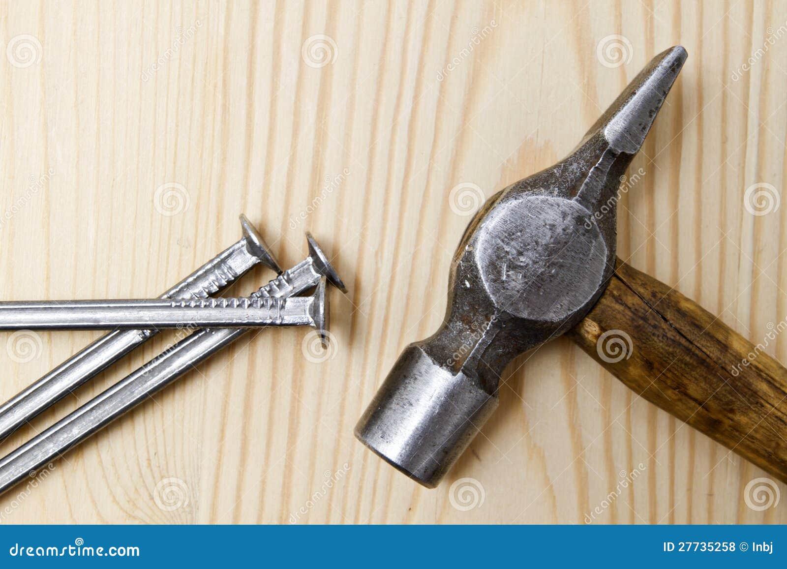 Alter Hammer und Nägel