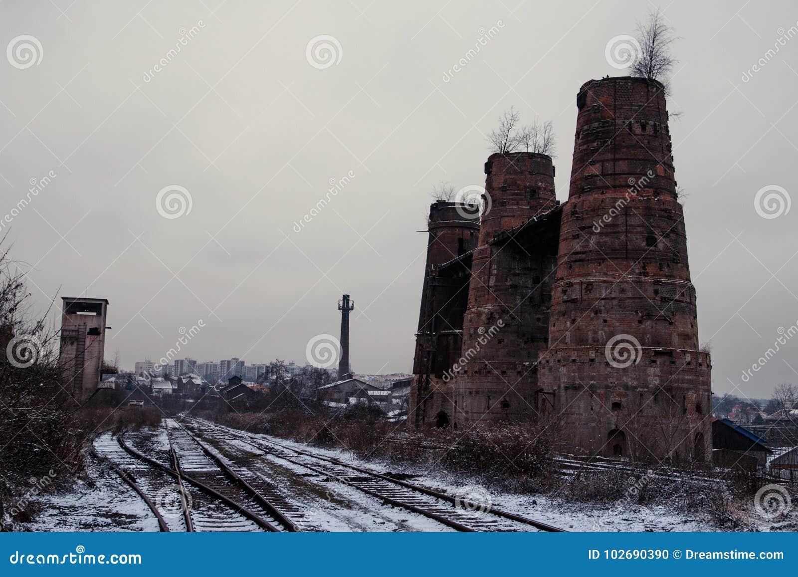 Alter historischer Kalksteinofen in Poldovka, Tschechische Republik