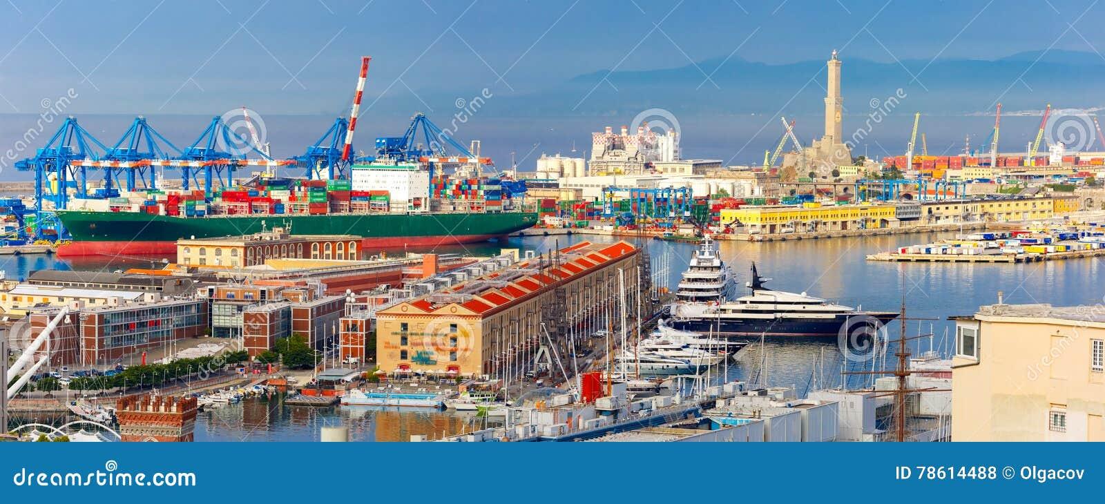 Alter Leuchtturm im Hafen von Genua, Italien