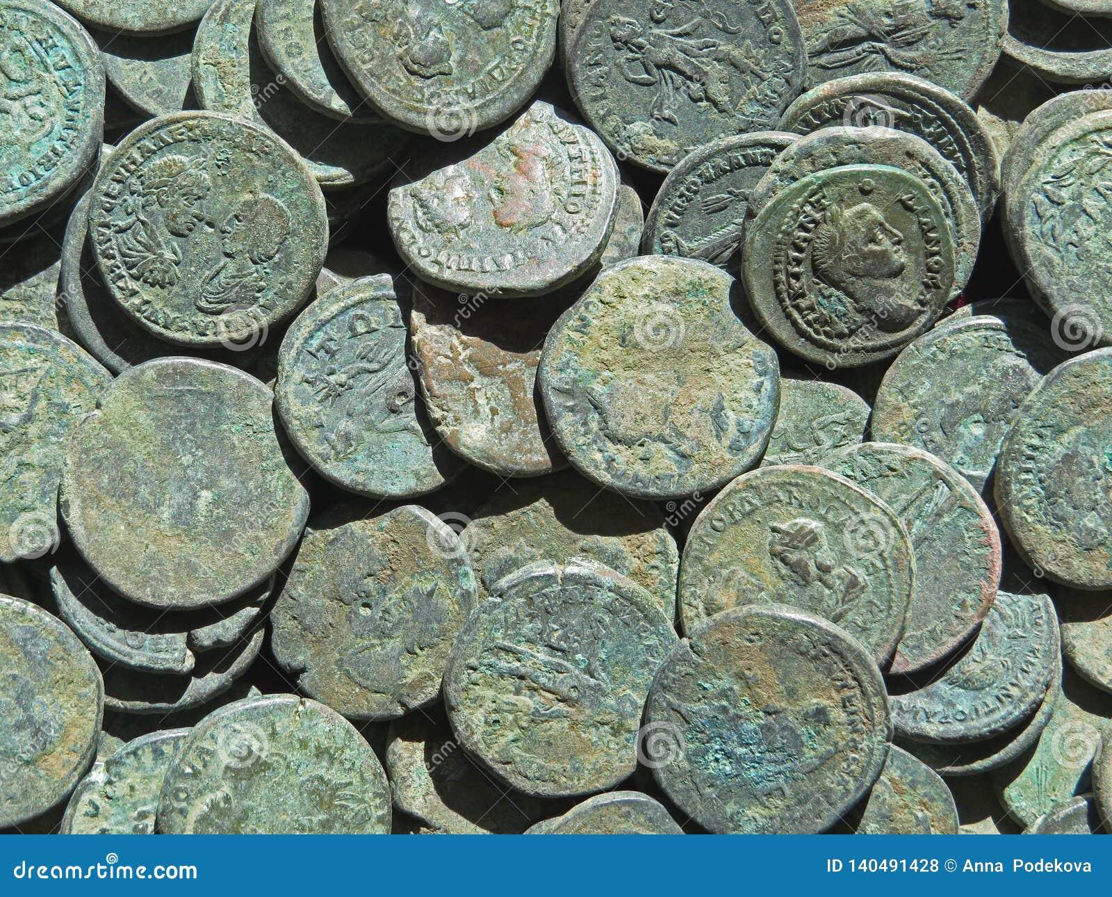 Alter Münzenschatz Gestempeltes kupfernes rundes Geld