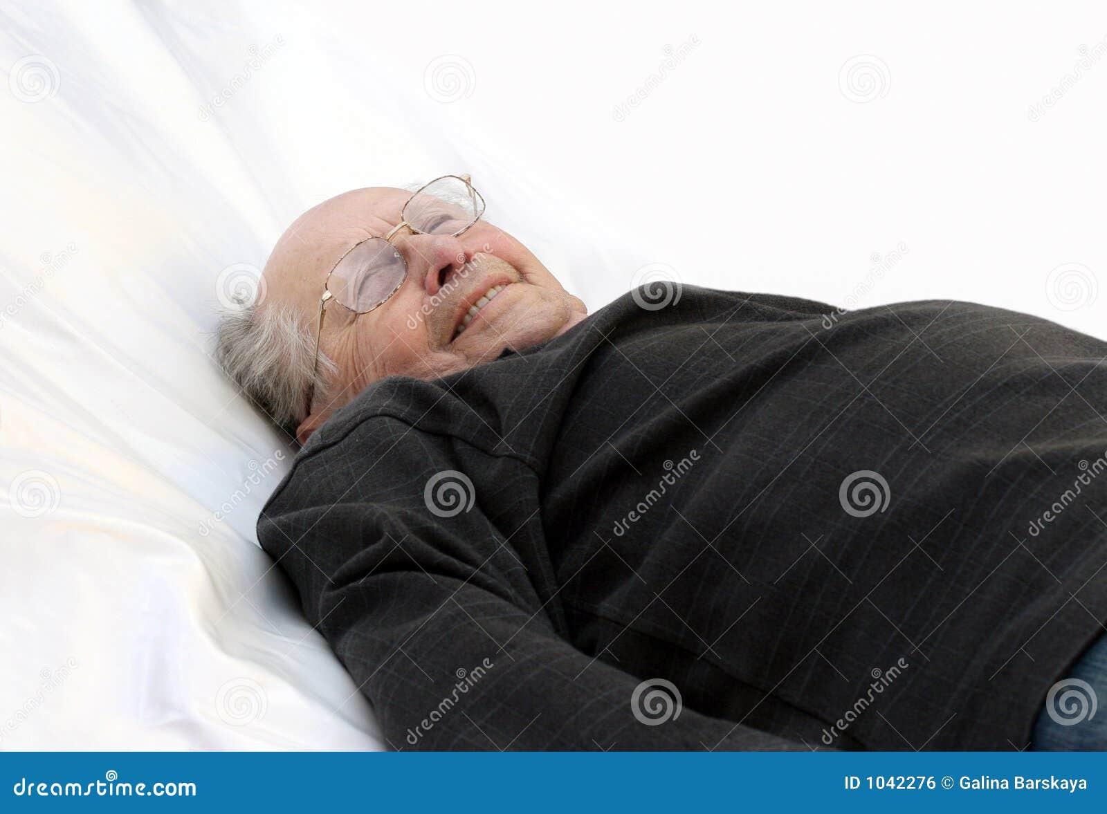 alter mann im bett lizenzfreies stockbild bild 1042276. Black Bedroom Furniture Sets. Home Design Ideas