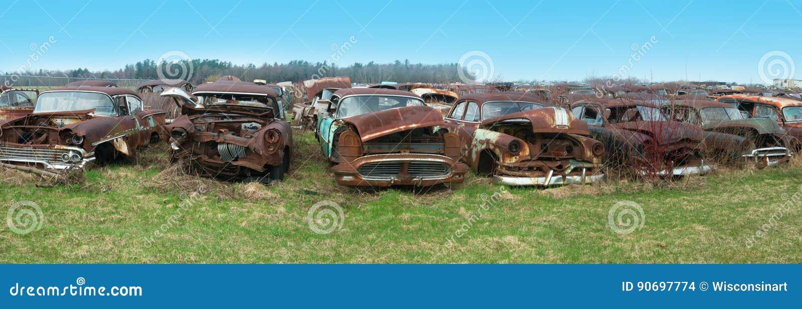 Alter Oldtimer, Autos, Autofriedhof Stockfoto - Bild von weinlese ...