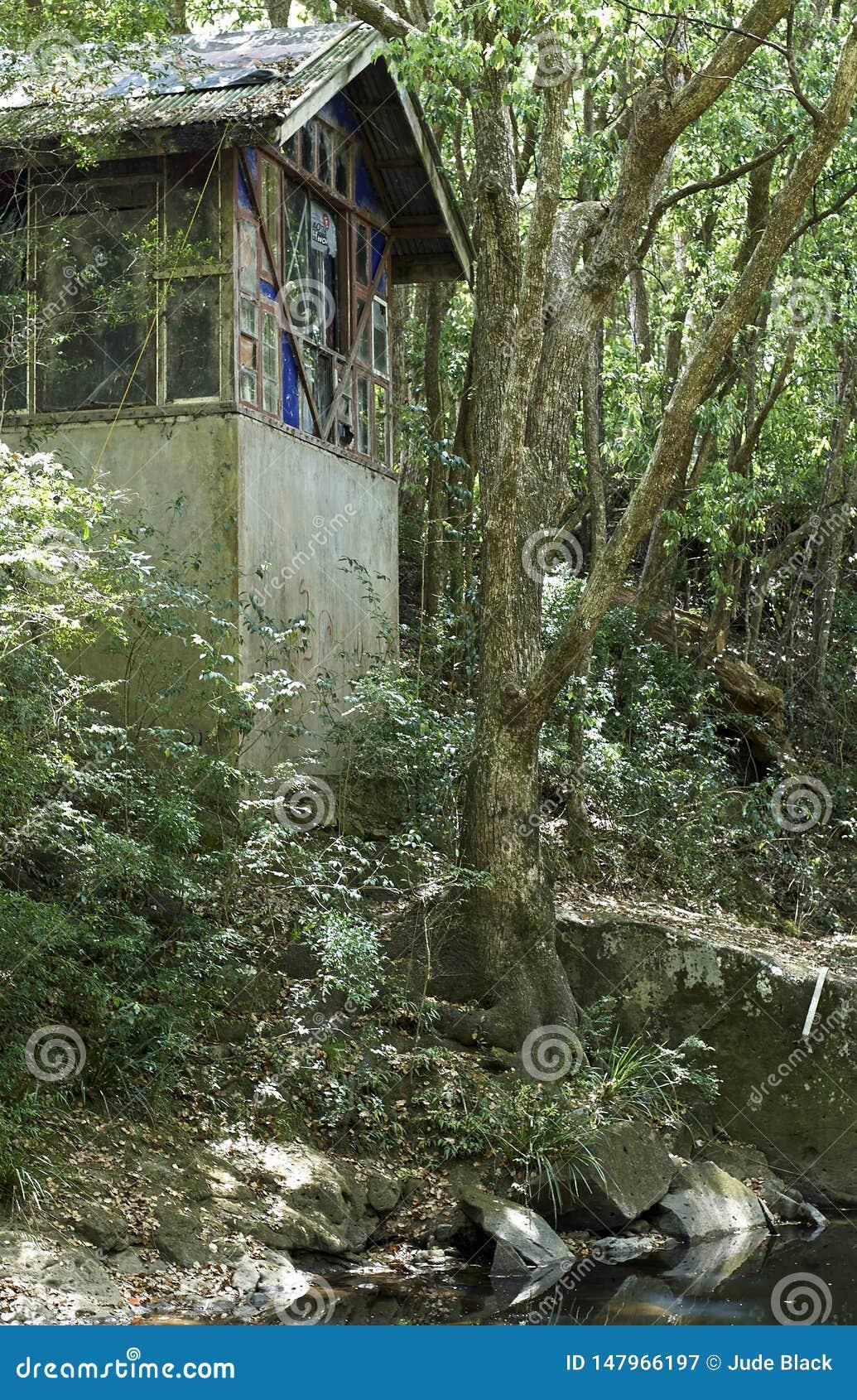 Alter Pumphouse auf Mulgum-Nebenfluss, Nimbin