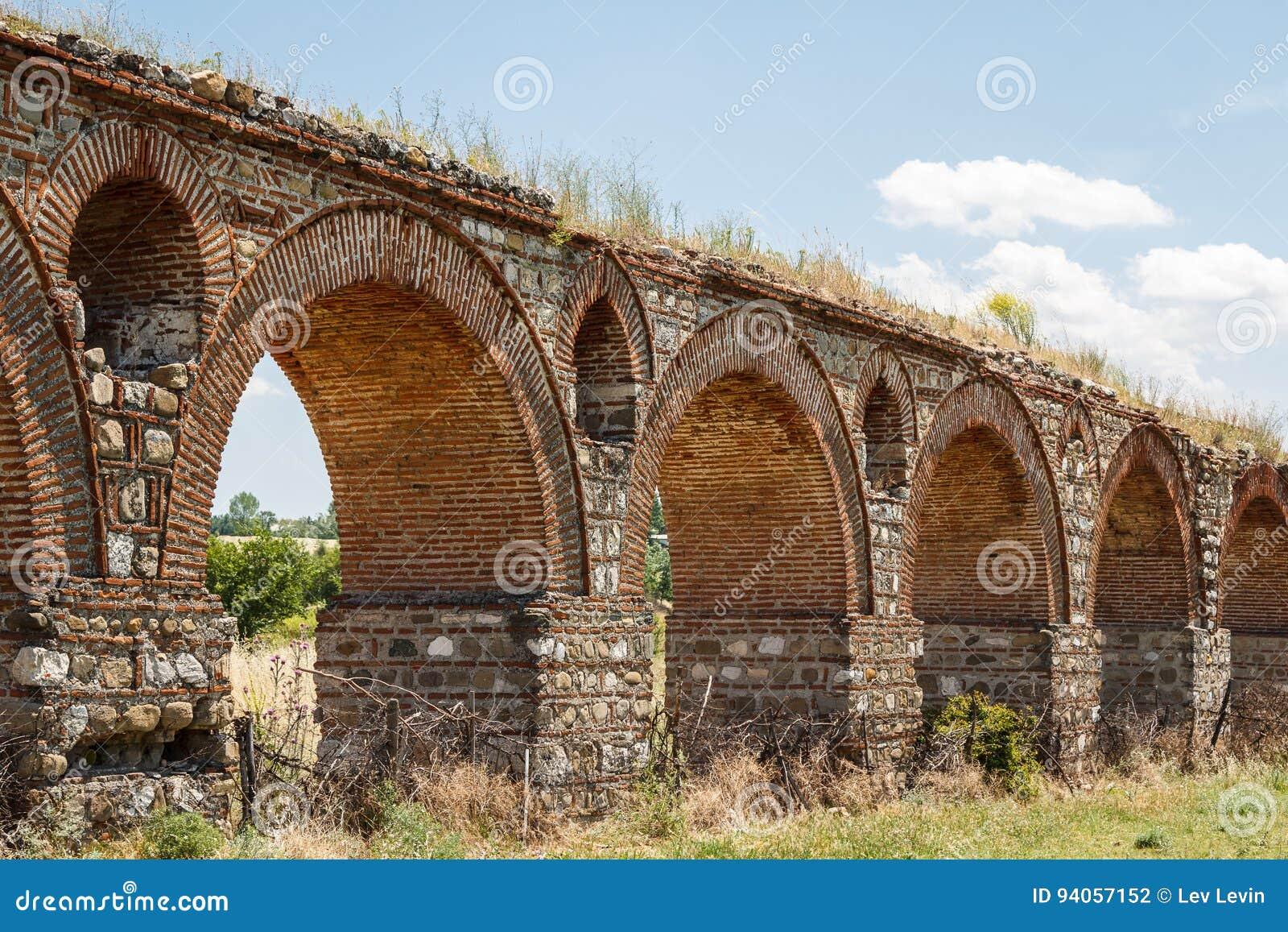 Alter römischer Aquädukt nahe Skopje