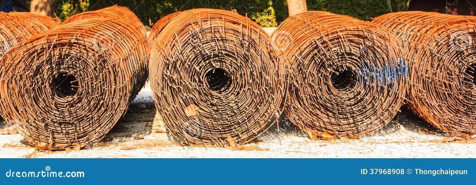 Alter rostiger Draht stockfoto. Bild von rost, element - 37968908
