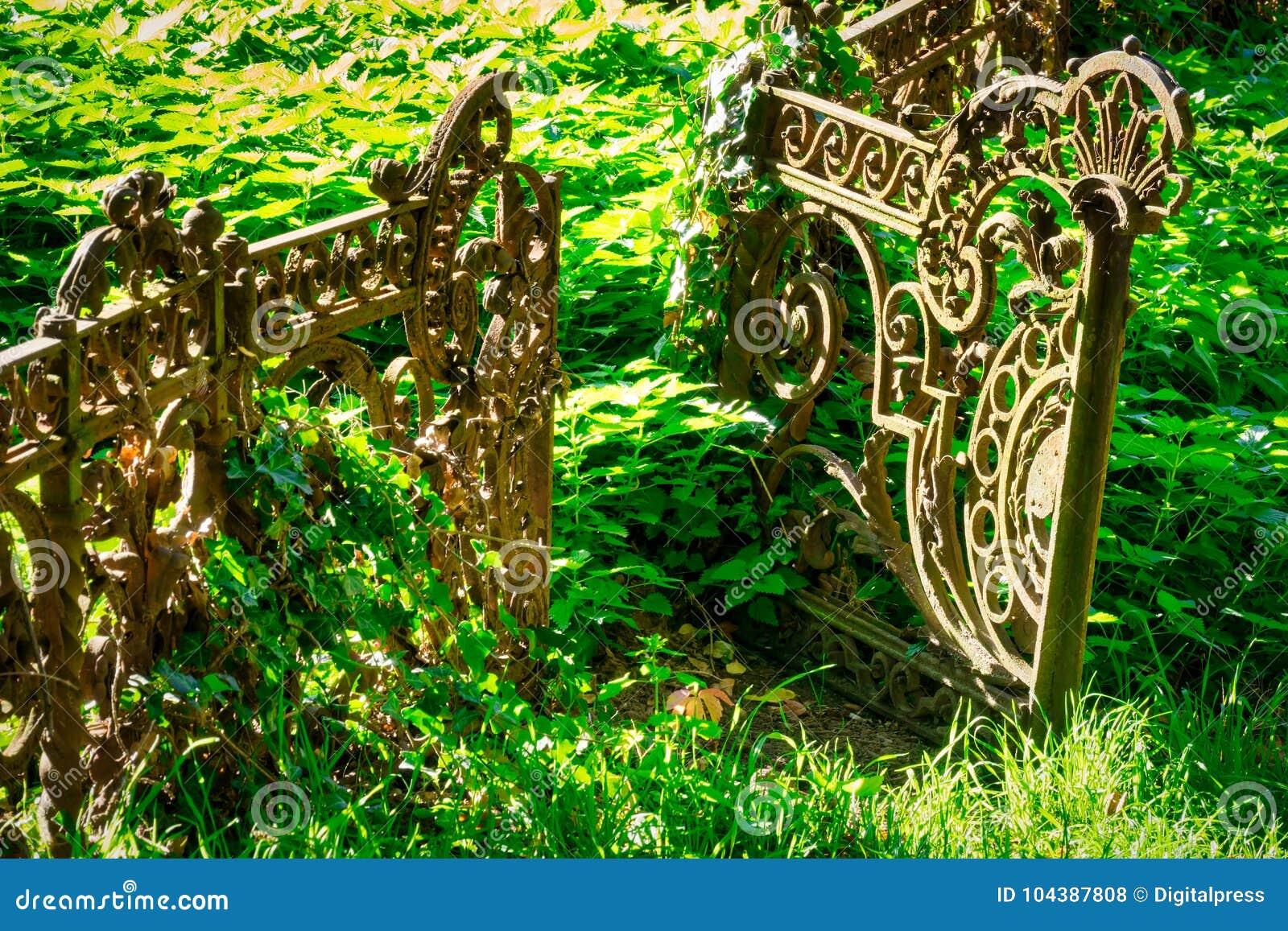 Alter Rostiger Zaun Stockfoto Bild Von Umgebung Eisen 104387808