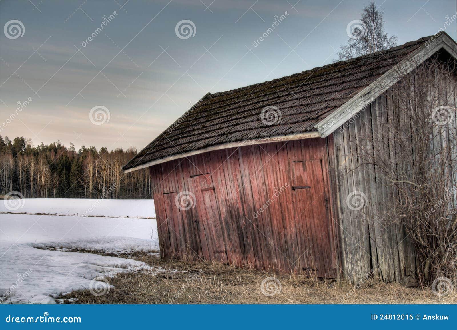 Alter roter Stall stockfoto. Bild von grunge, land, skandinavien ...
