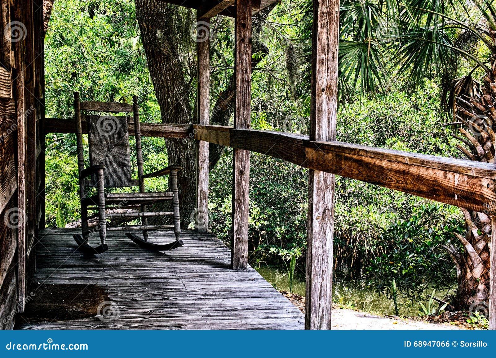 Alter schaukelstuhl auf portal stockfoto bild 68947066 for Schaukelstuhl porta