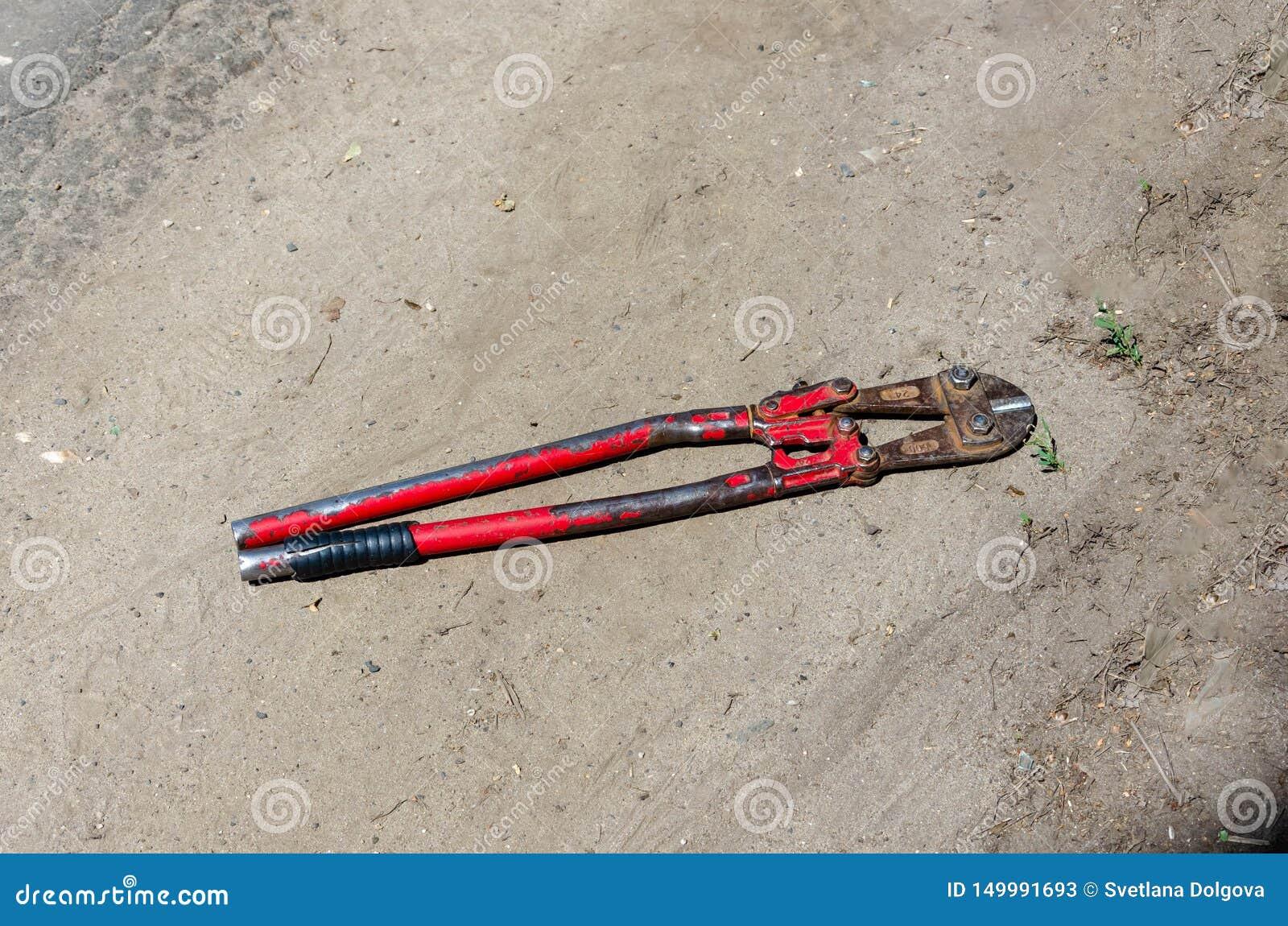 Alter Schneider der Draufsicht für Draht oder Stahlstangen auf dem Land