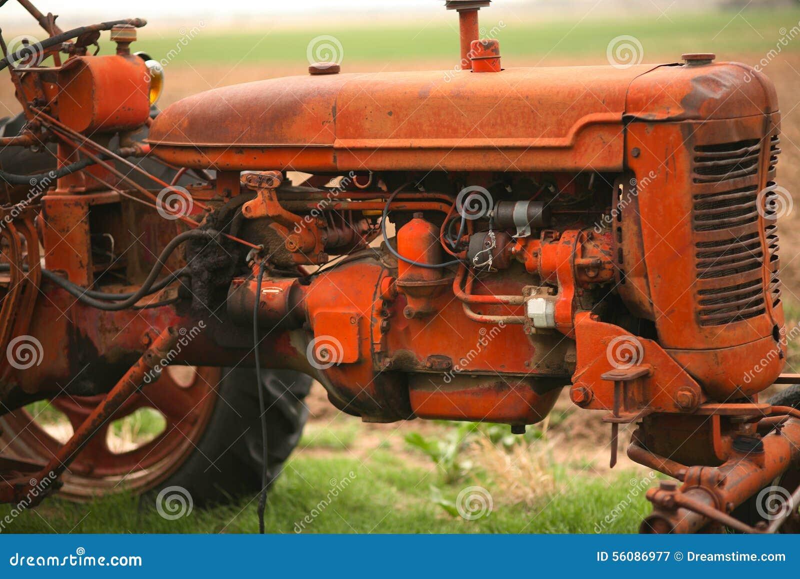 Alter Traktor auf dem Bauernhof