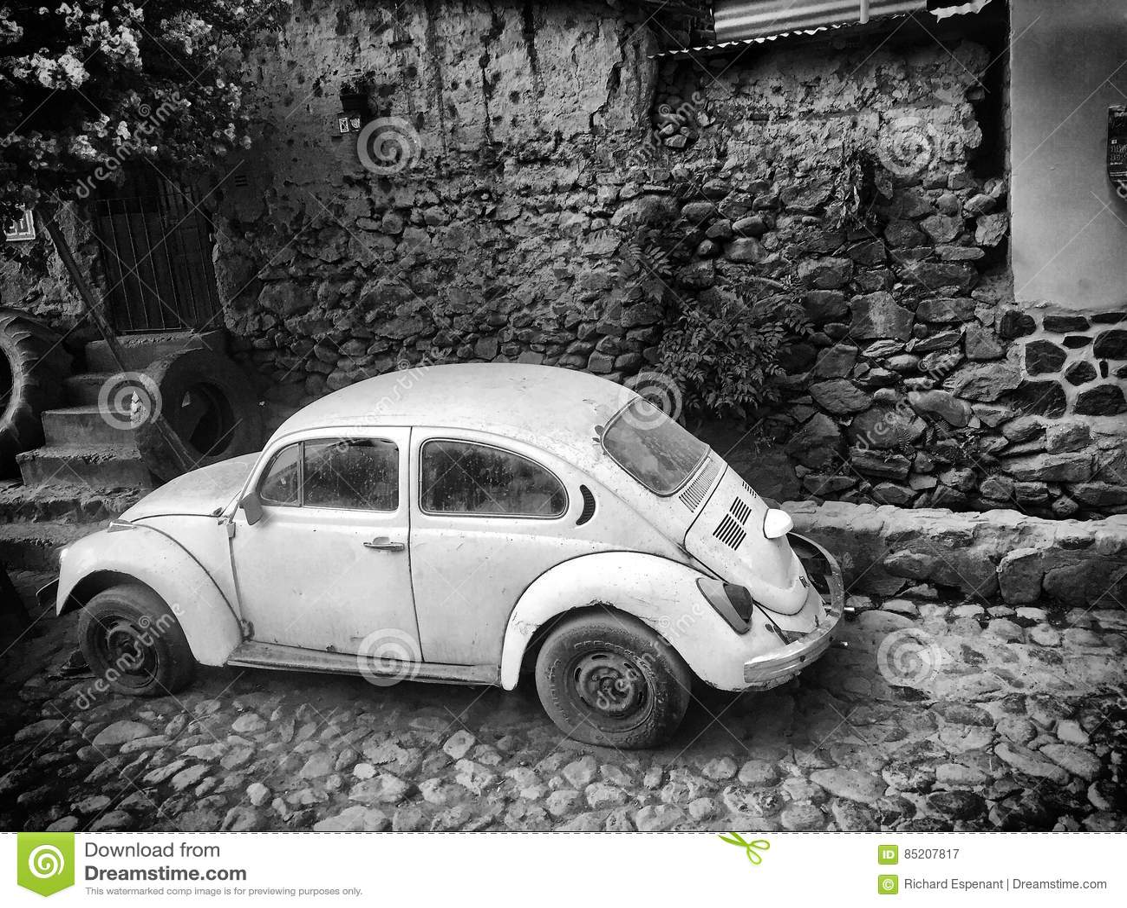 Alter Weiß VW hören ab