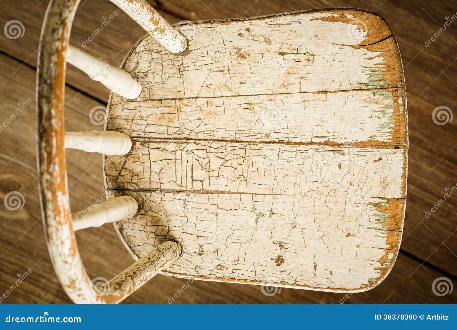 Alter Weißer Stuhl Auf Barnwood Stockfoto Bild Von Grunge
