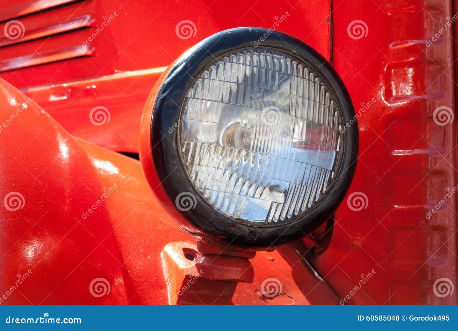 Alter Zeitautoscheinwerfer Retro- Art Rot klassisch
