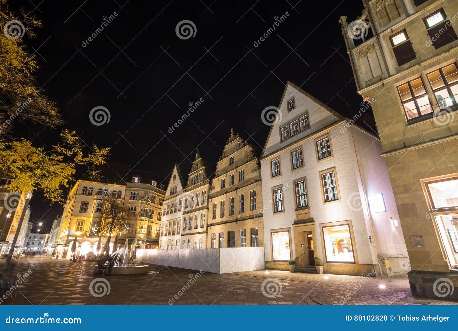 Altere o markt bielefeld Alemanha na noite