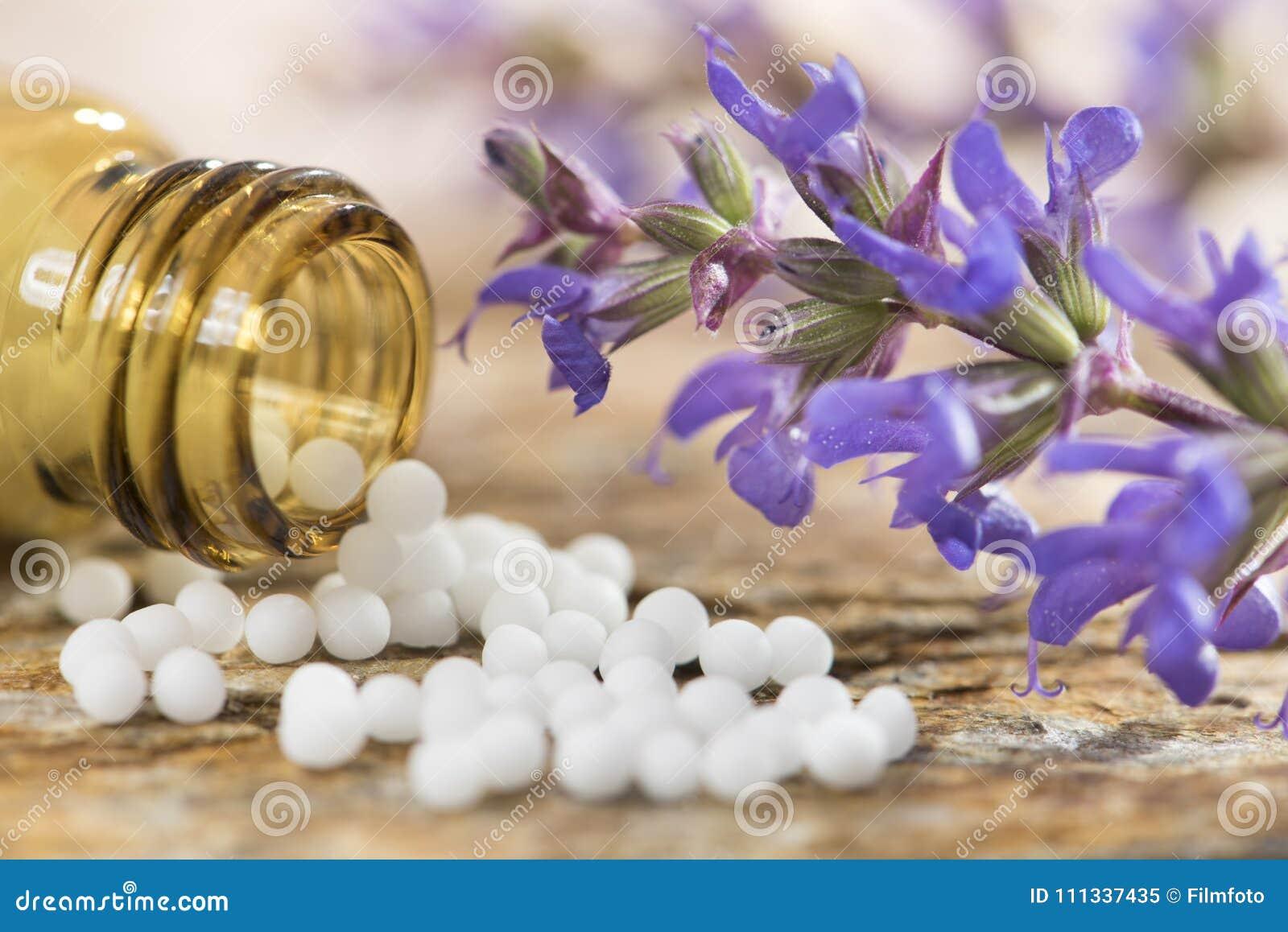 Alternativ medicin med växt- och homeopathic pills
