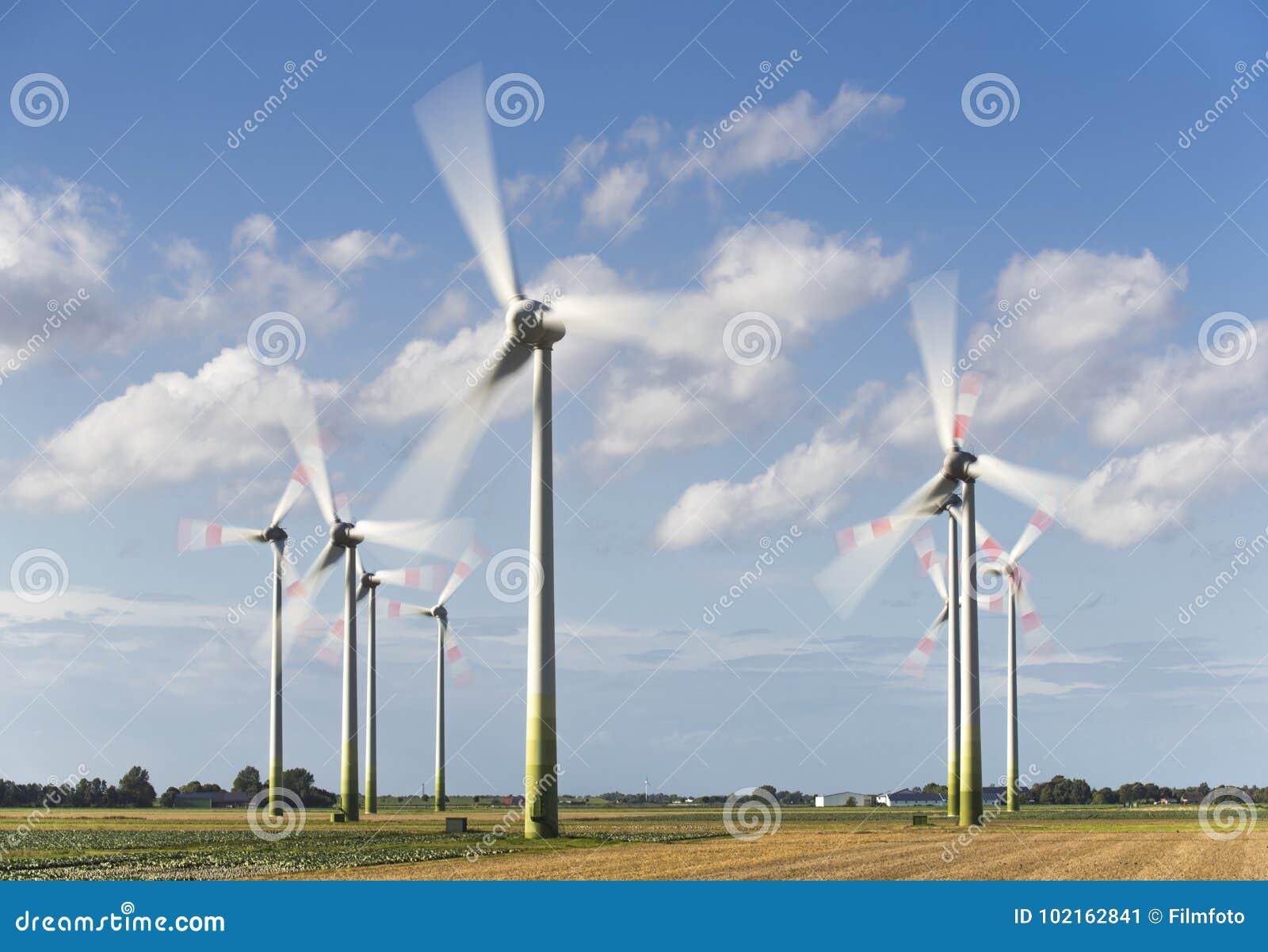 Alternative Energie mit Windmühle für auswechselbaren Strom