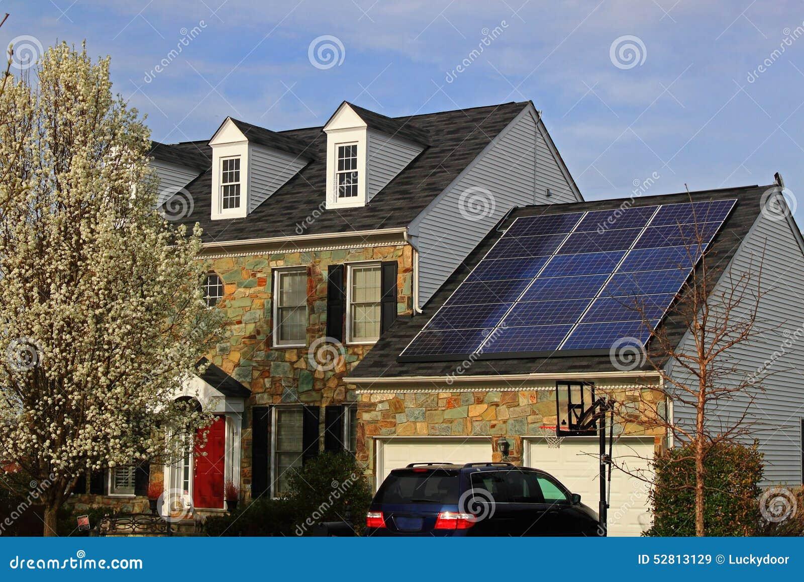Alternativt skydd för bild för grönt hus för miljö för arkitekturbegreppsenergi som sparar sol- teman