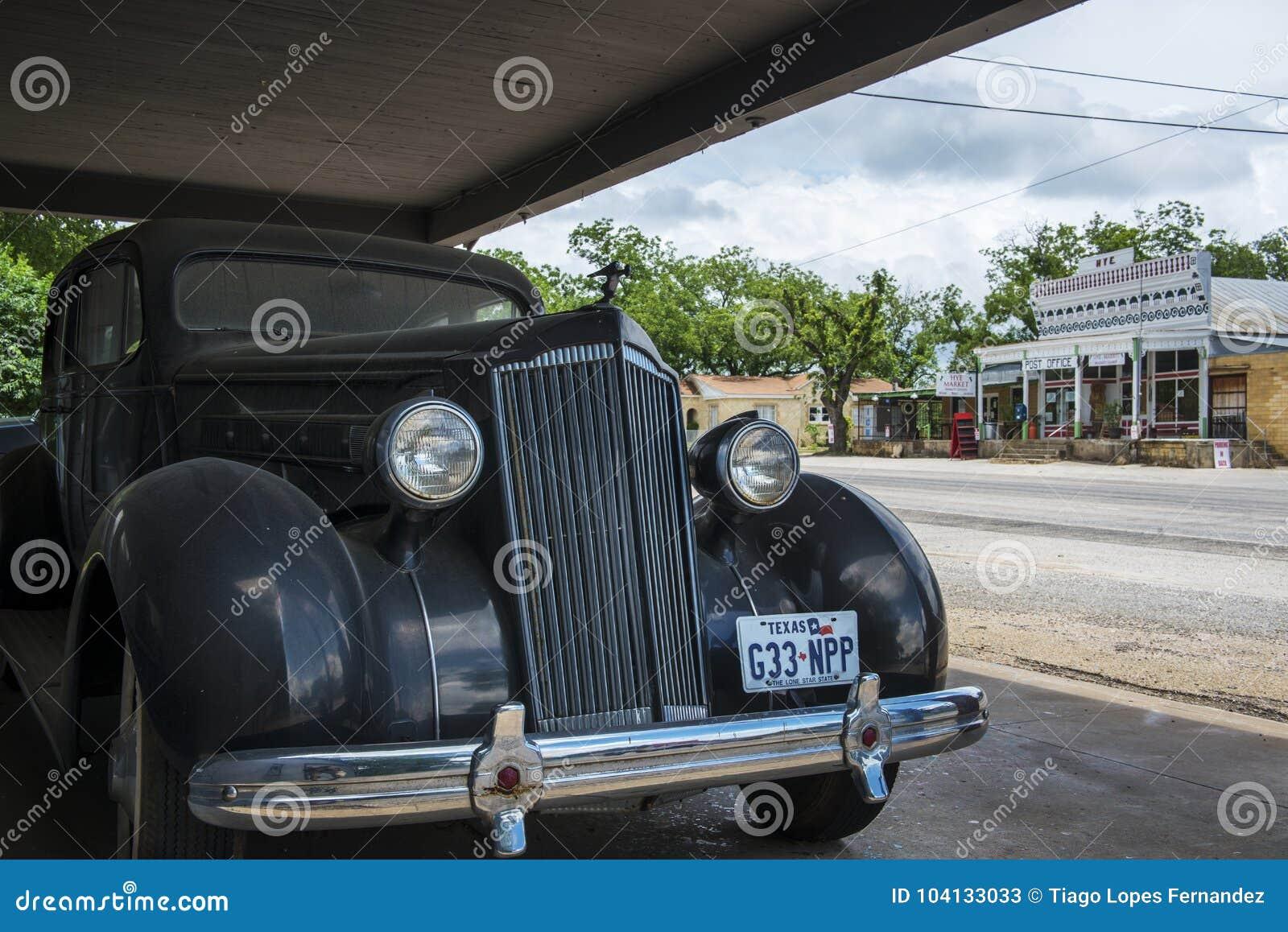 Altes Auto Mit Dem Gemischtwarenladen Und Der Post Auf Dem
