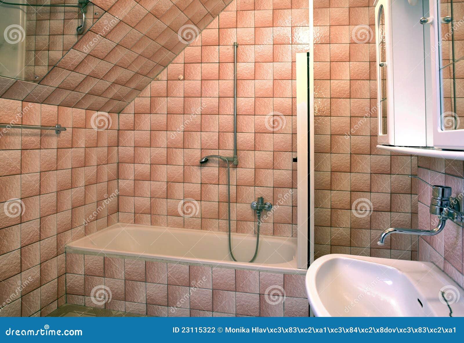 Altes Badezimmer Stockfoto. Bild Von Niemand, Tiled, Wanne